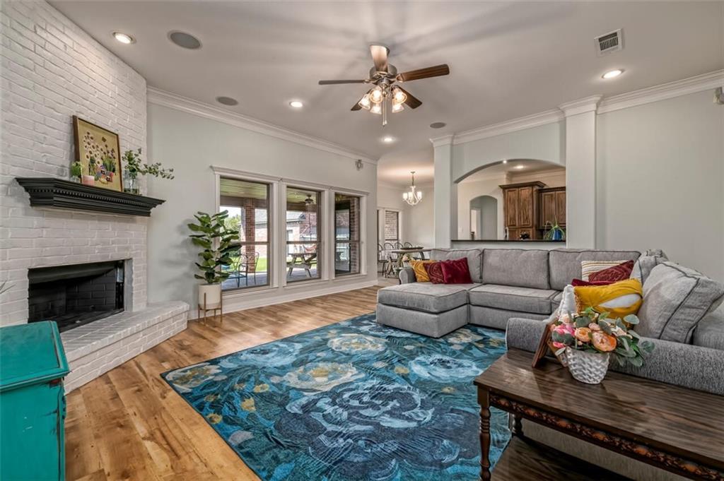 324 N Cedar Ridge Circle Property Picture 5