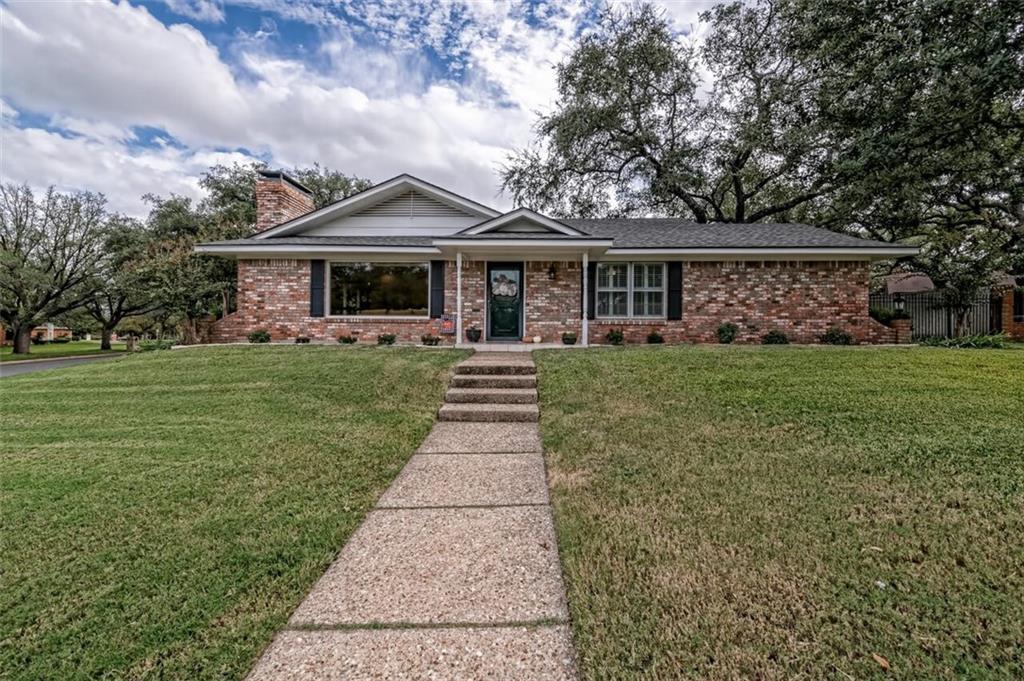 1213 Knotty Oaks Drive Property Photo 1