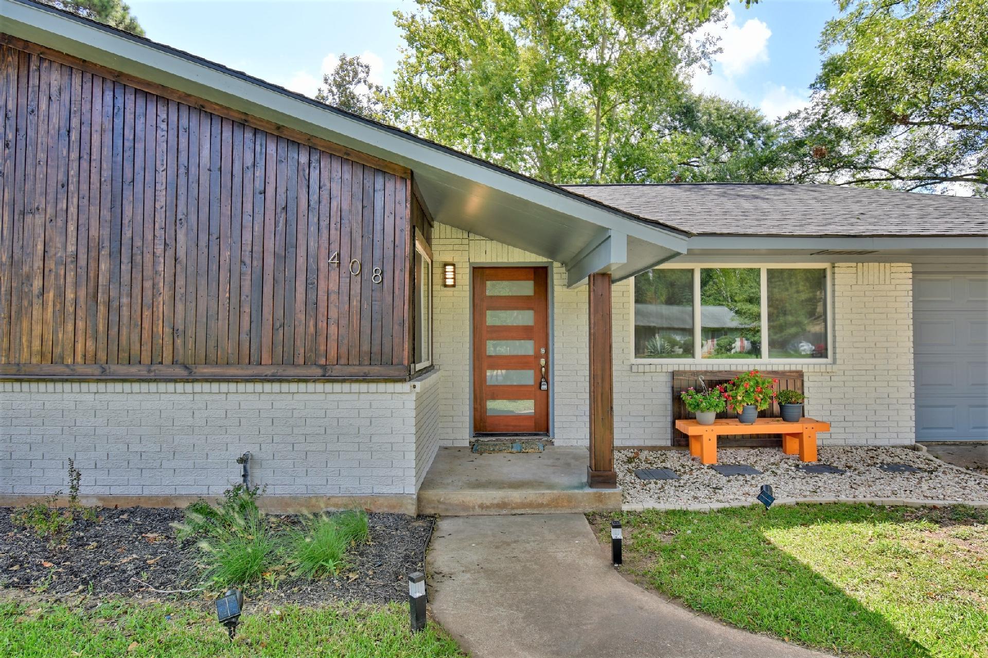 408 Sandra Drive Property Photo 1