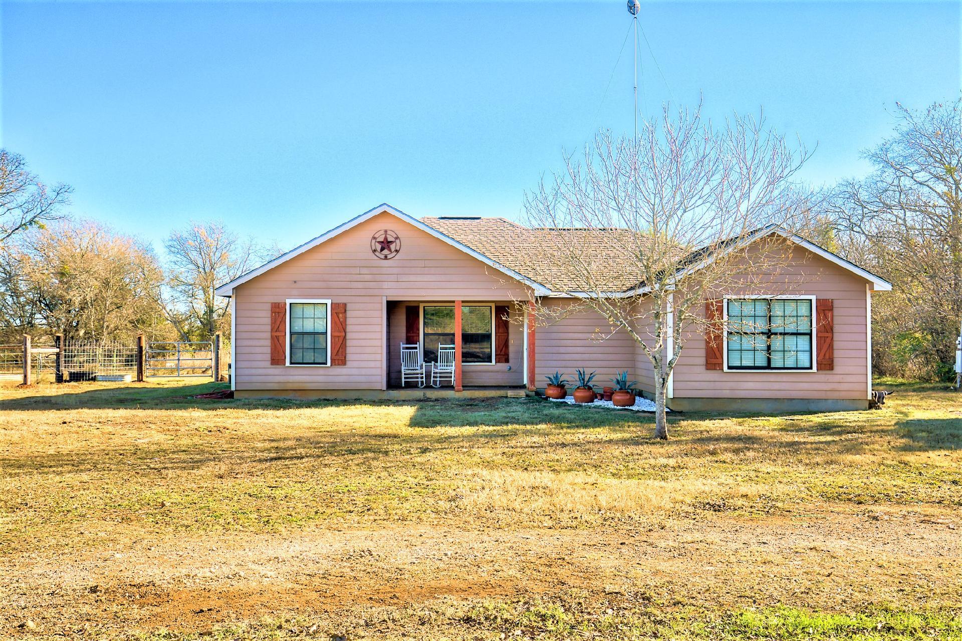 3290 CR 401 Property Photo 1