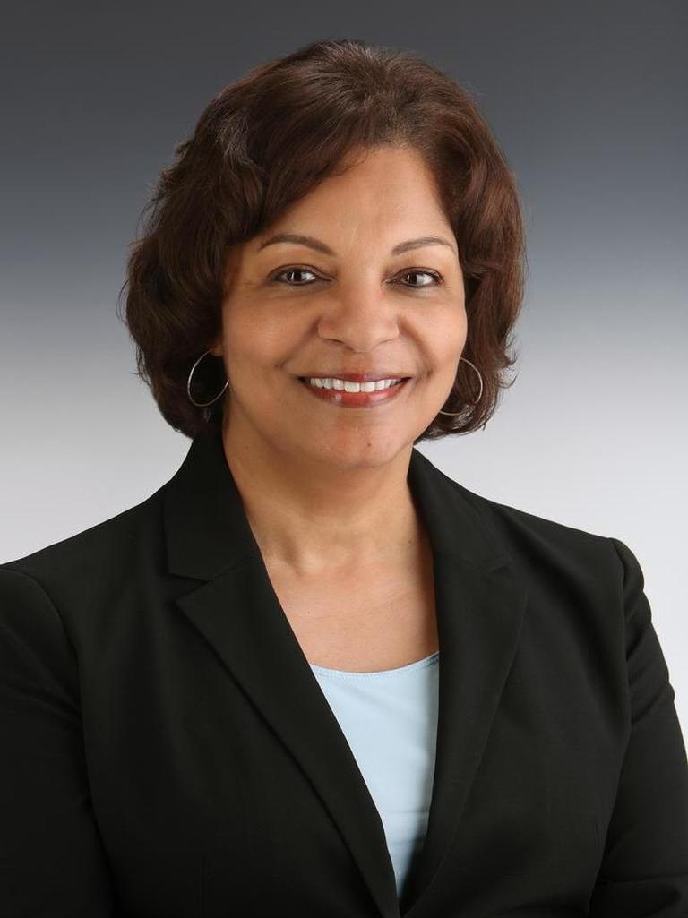 Sandra Lewis Profile Photo