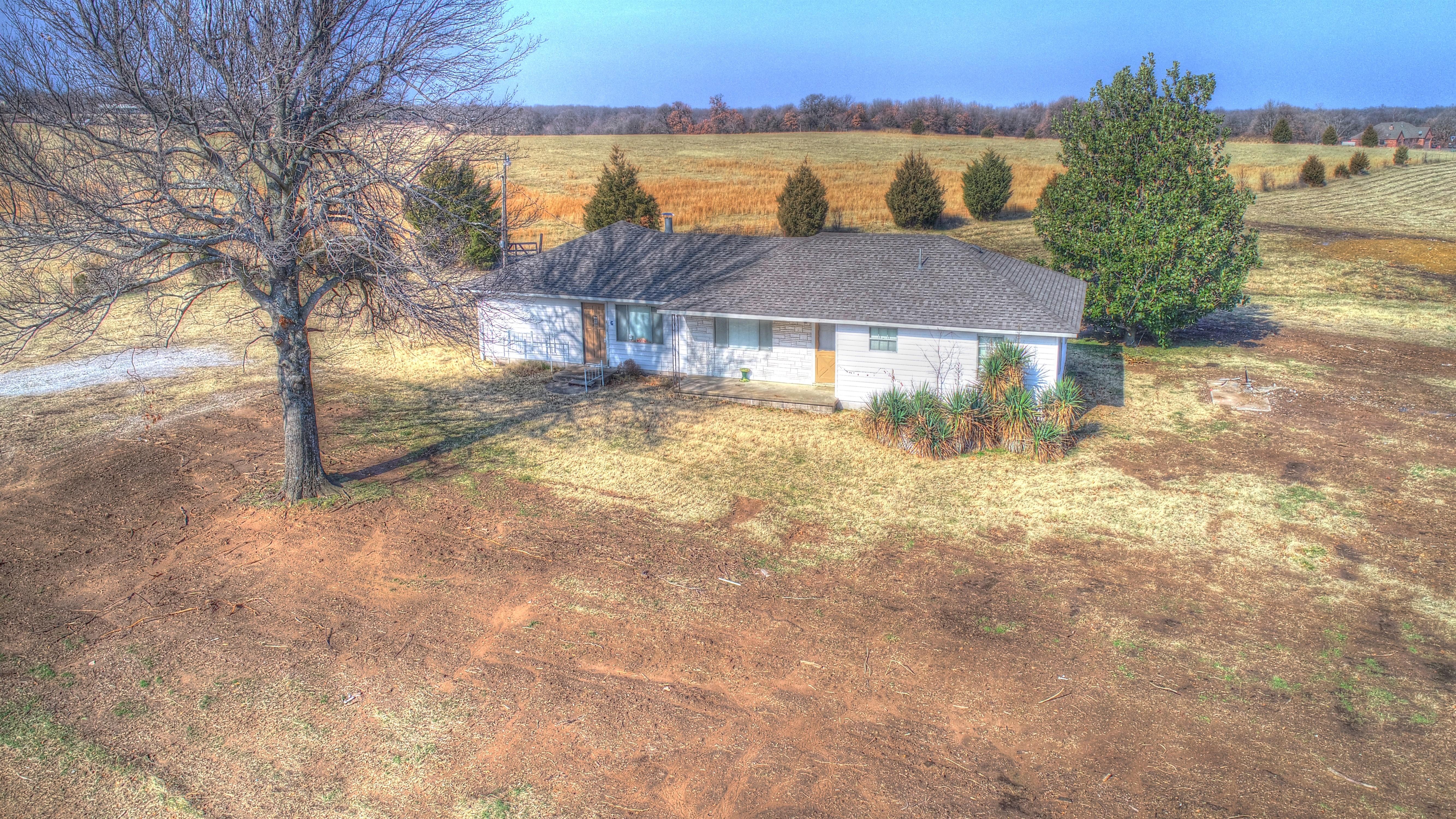 18905 E 480 Road Property Photo