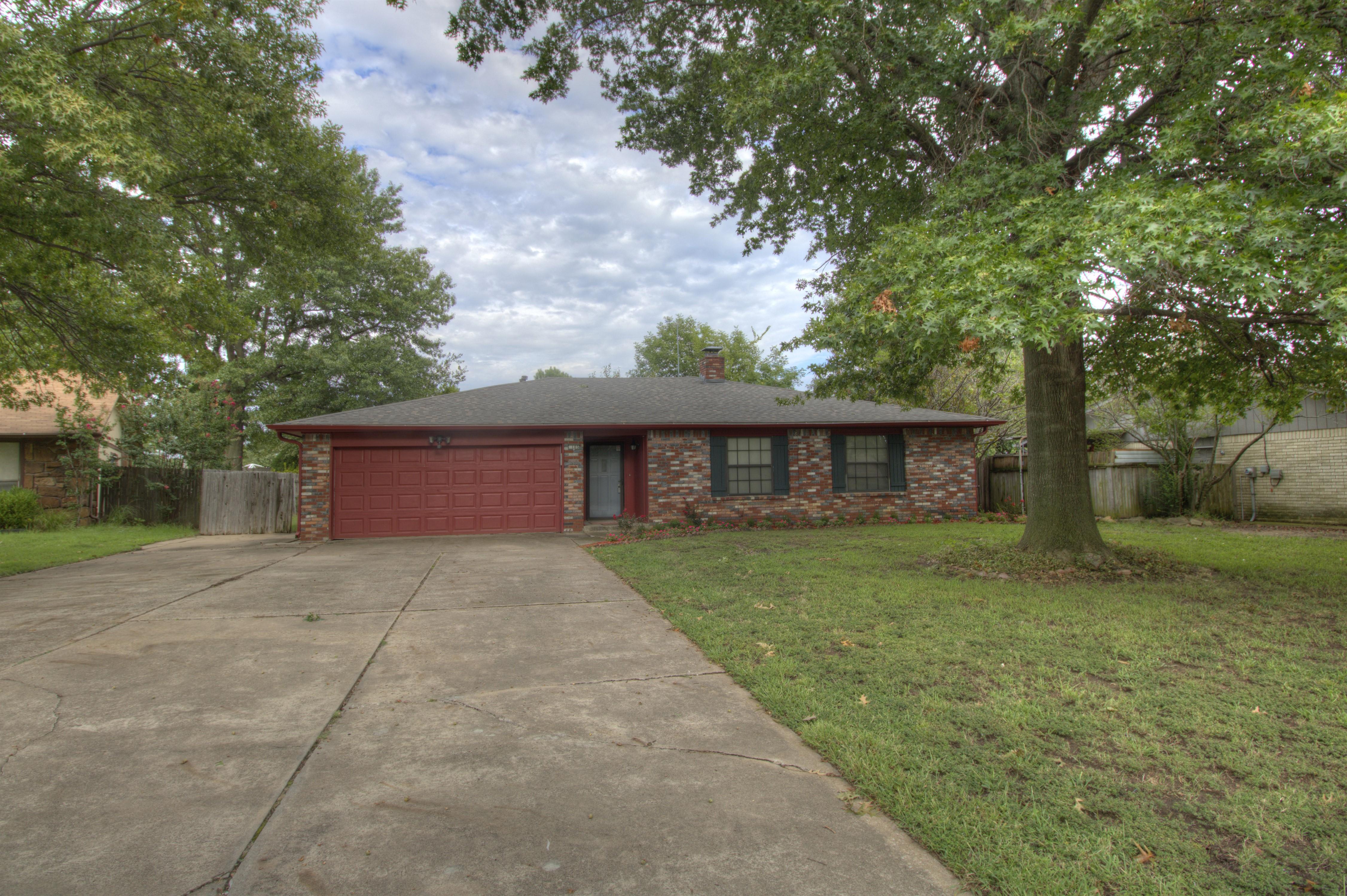 105 S Indianwood Avenue Property Photo