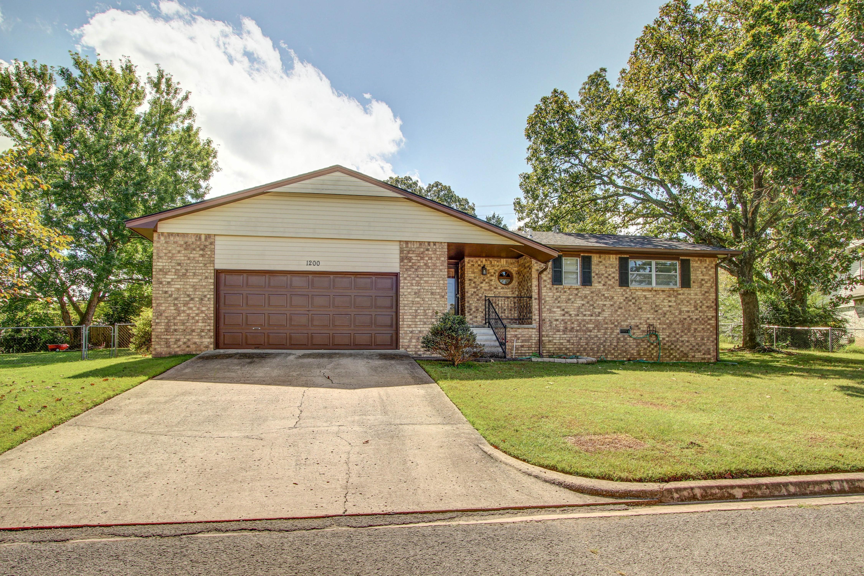 1200 Goingsnake Street Property Photo