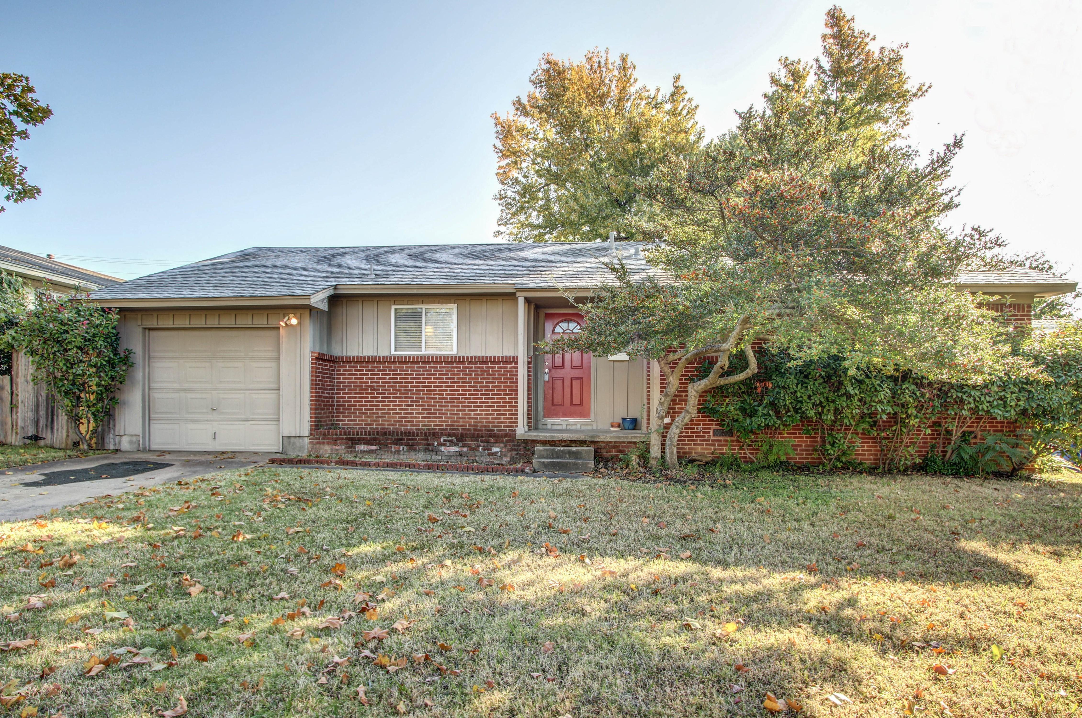 2849 S Maplewood Avenue Property Photo