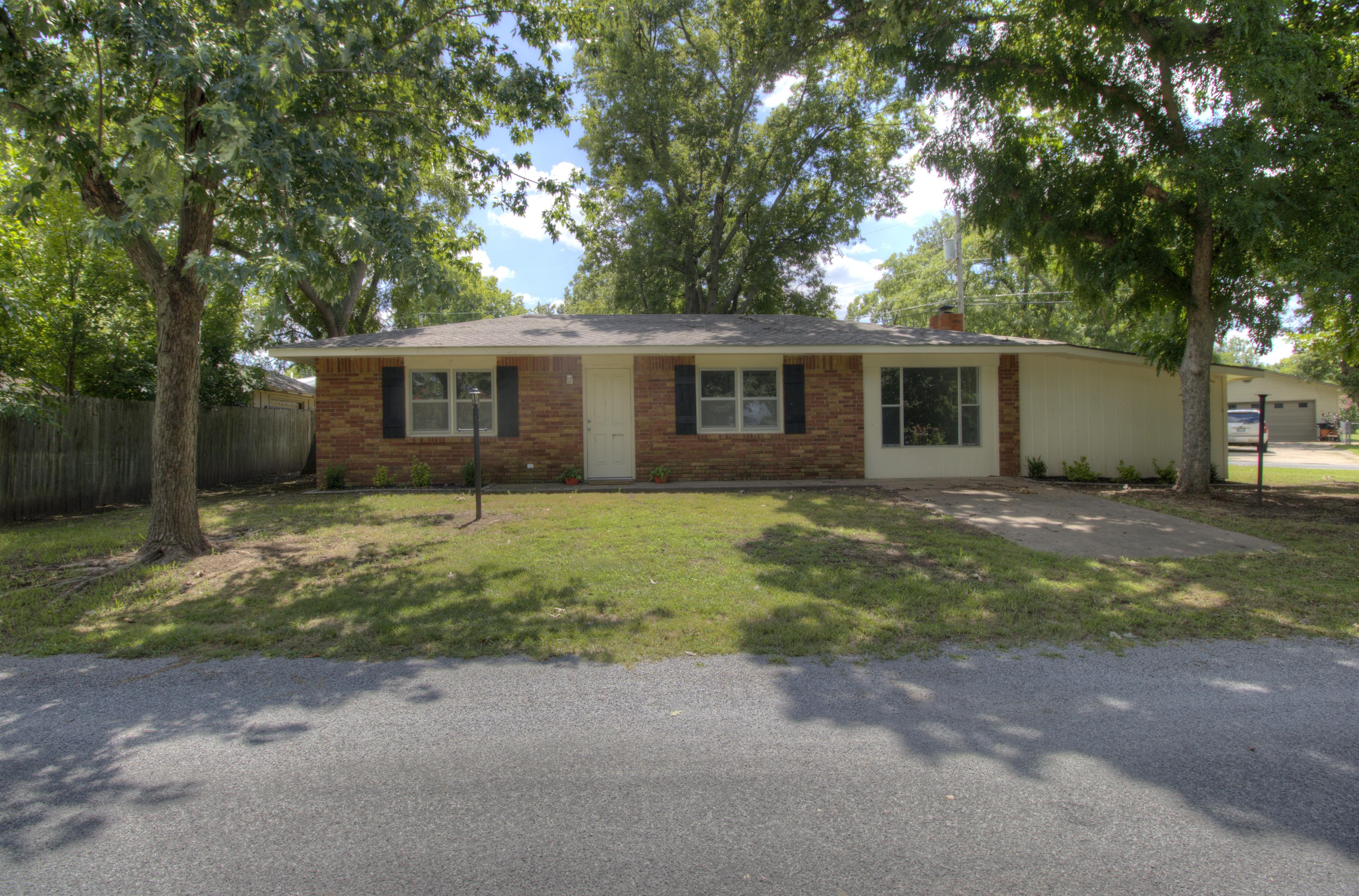24 Lakeshore Drive Property Photo