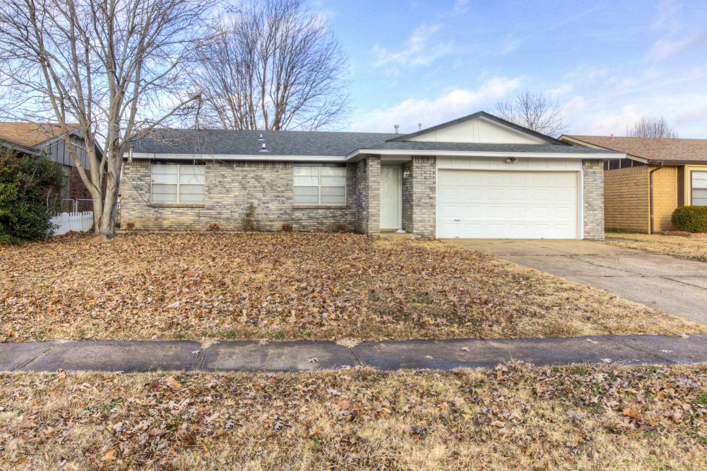 1708 S Pine Avenue Property Photo