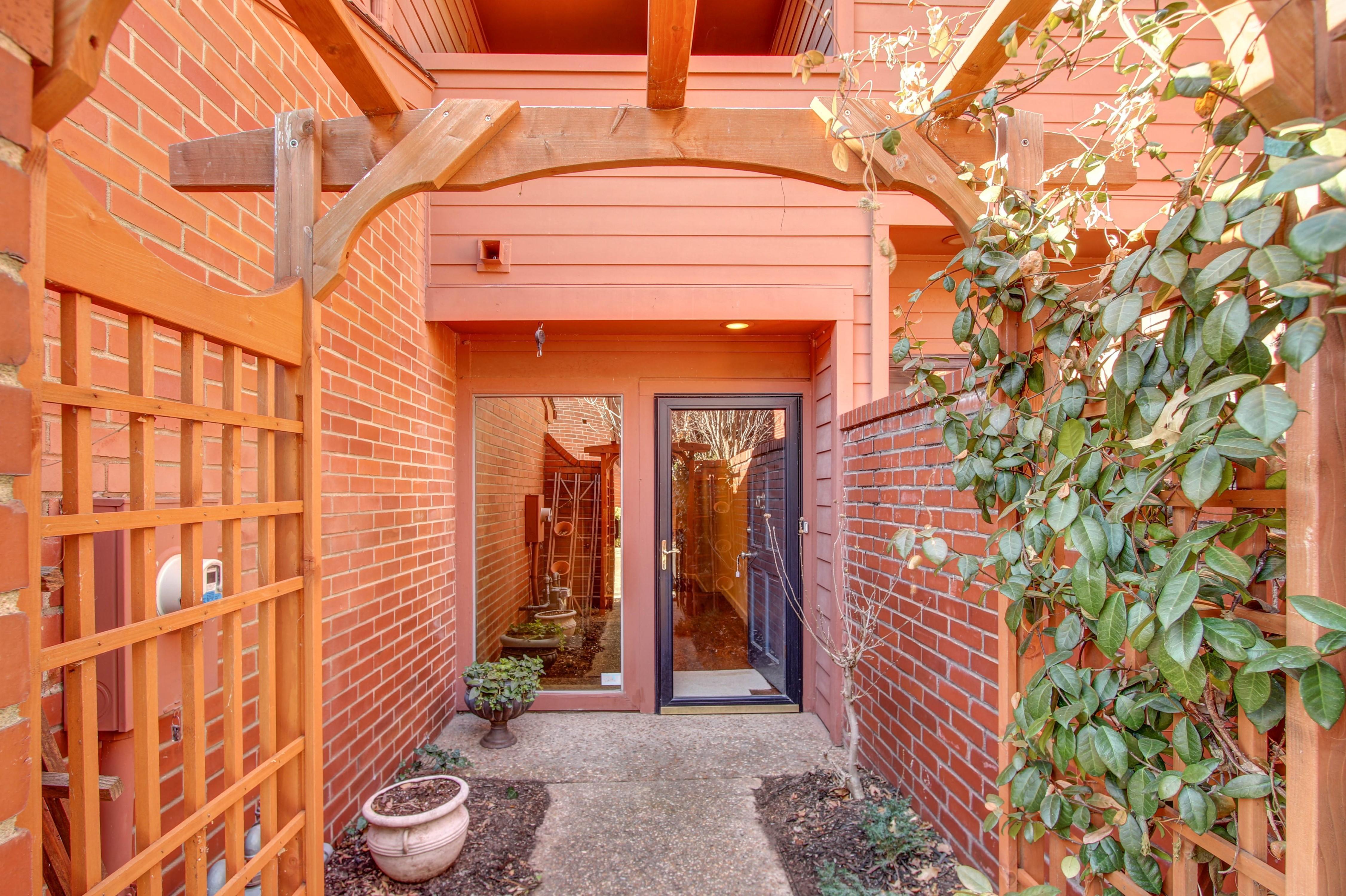 38 S Woodward Boulevard Property Photo 1