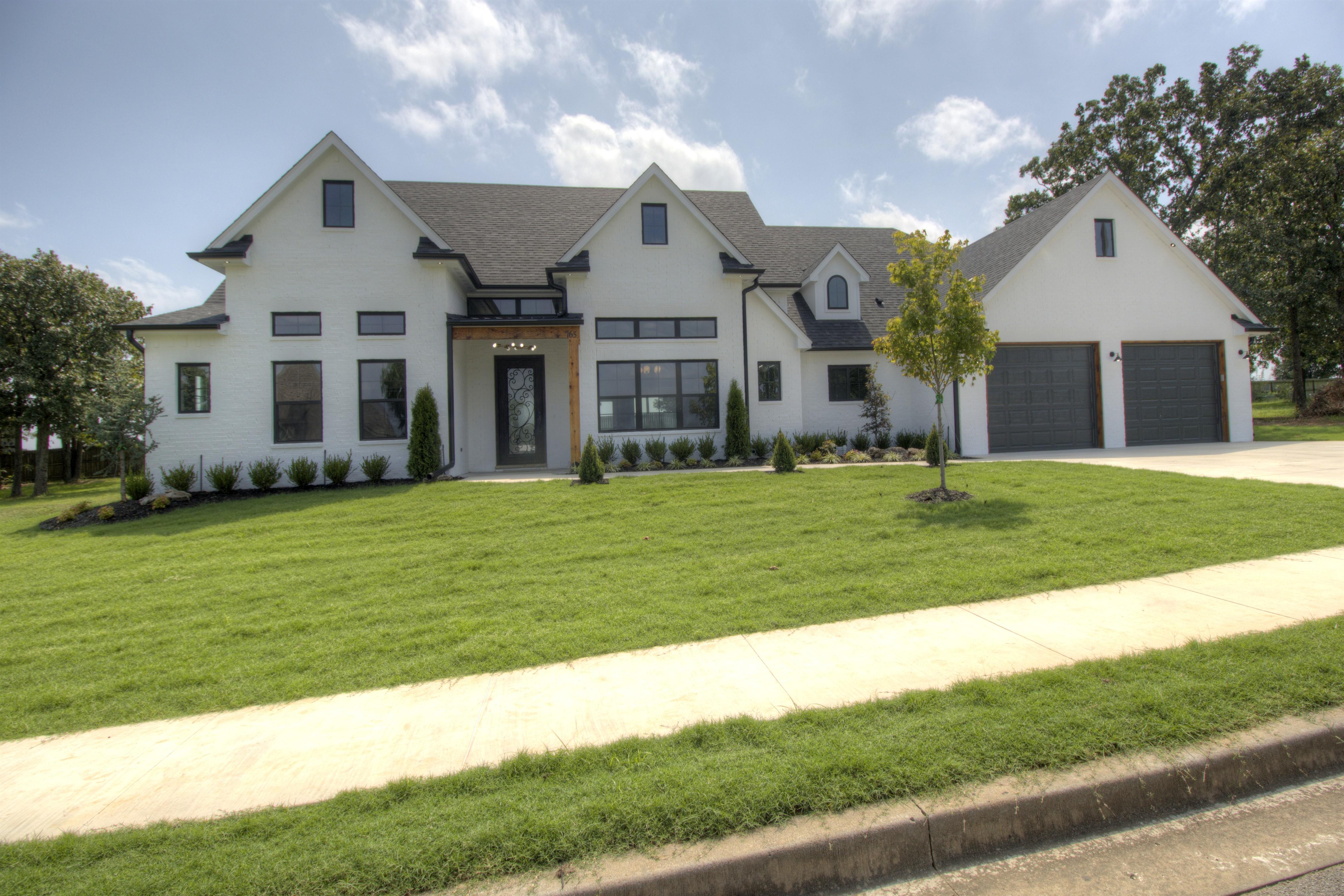 765 W Southlake Drive Property Photo