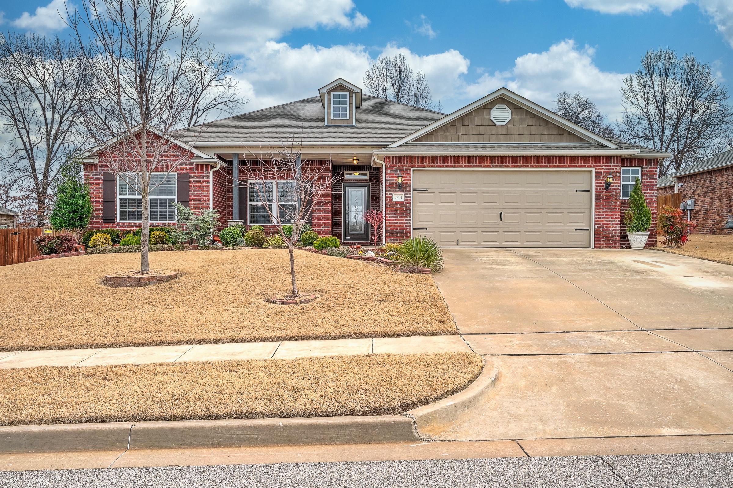 7801 S Dogwood Avenue Property Photo