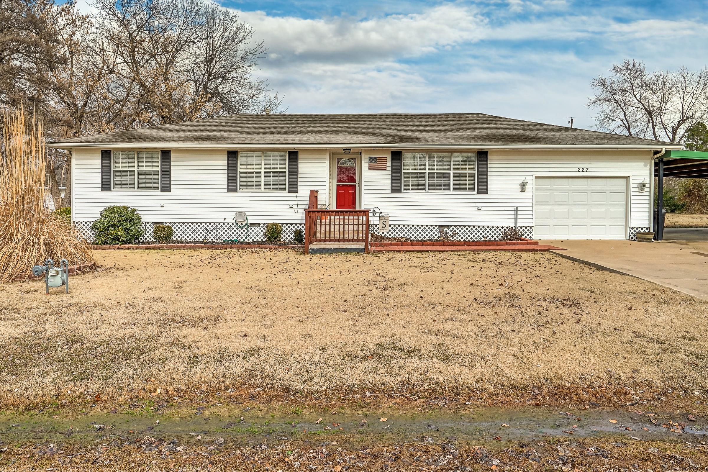227 E Sheldon Street Property Photo