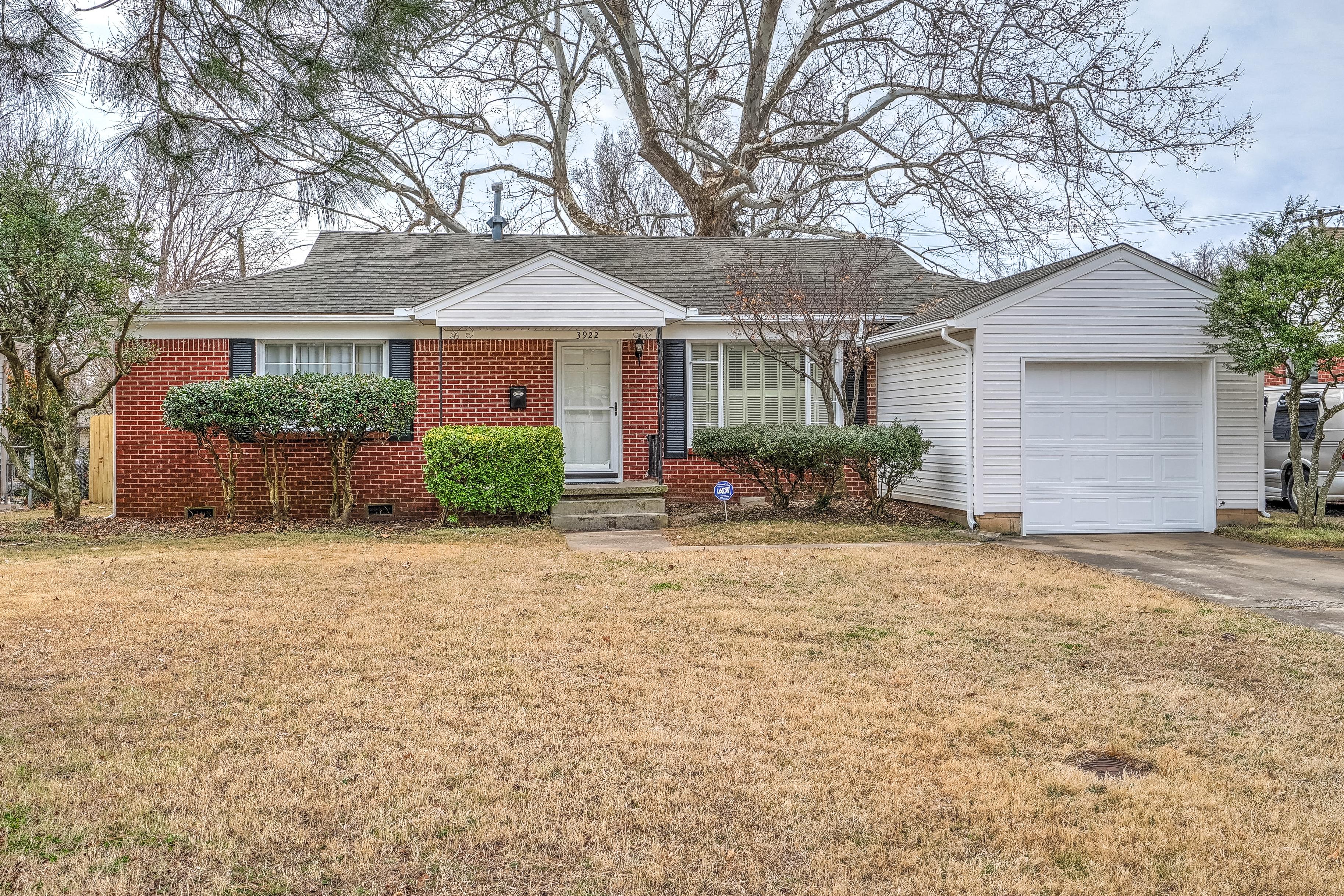 3922 E 38th Street Property Photo