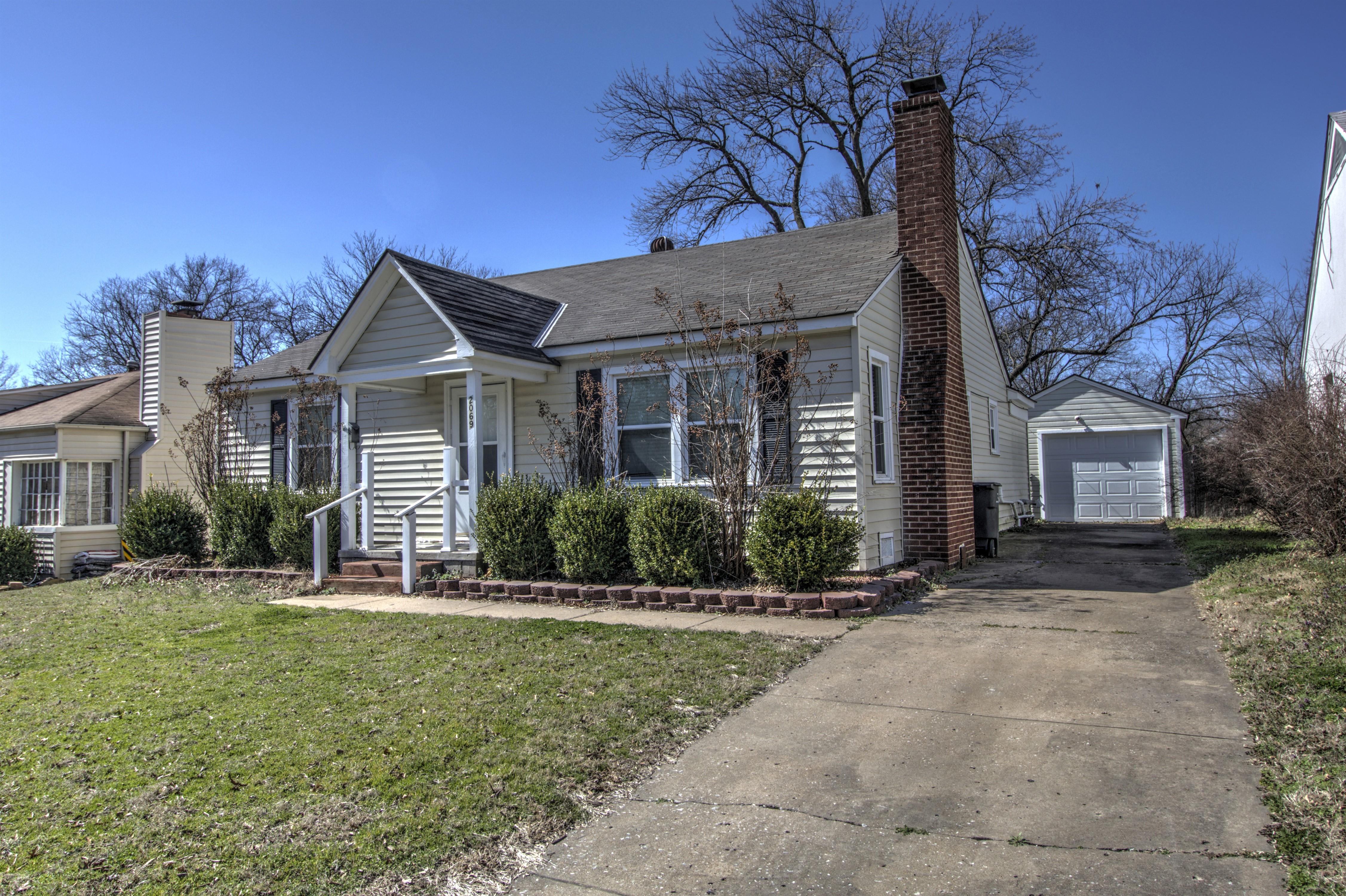 2069 S Osage Avenue Property Photo