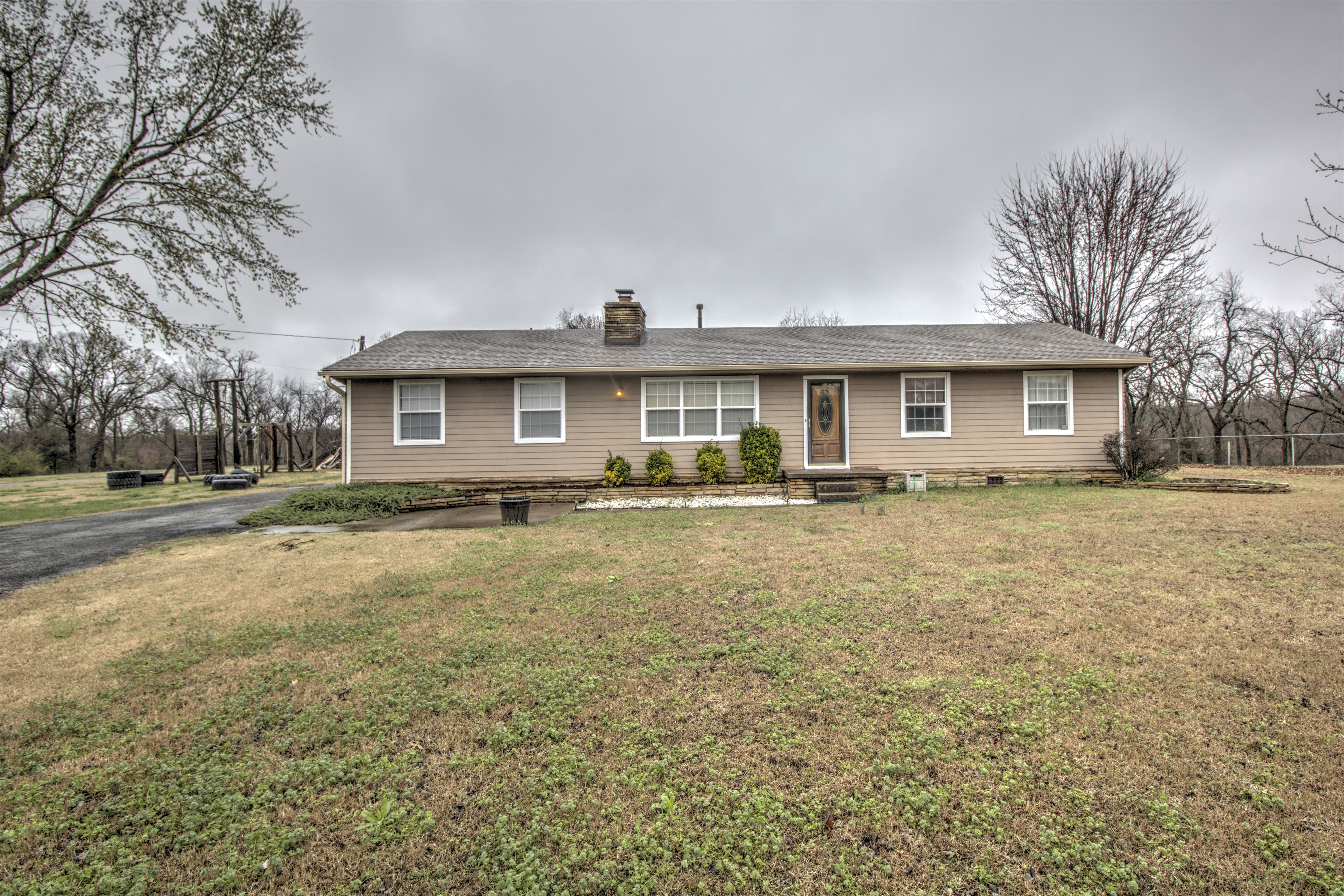 13689 E 500 Road Property Photo