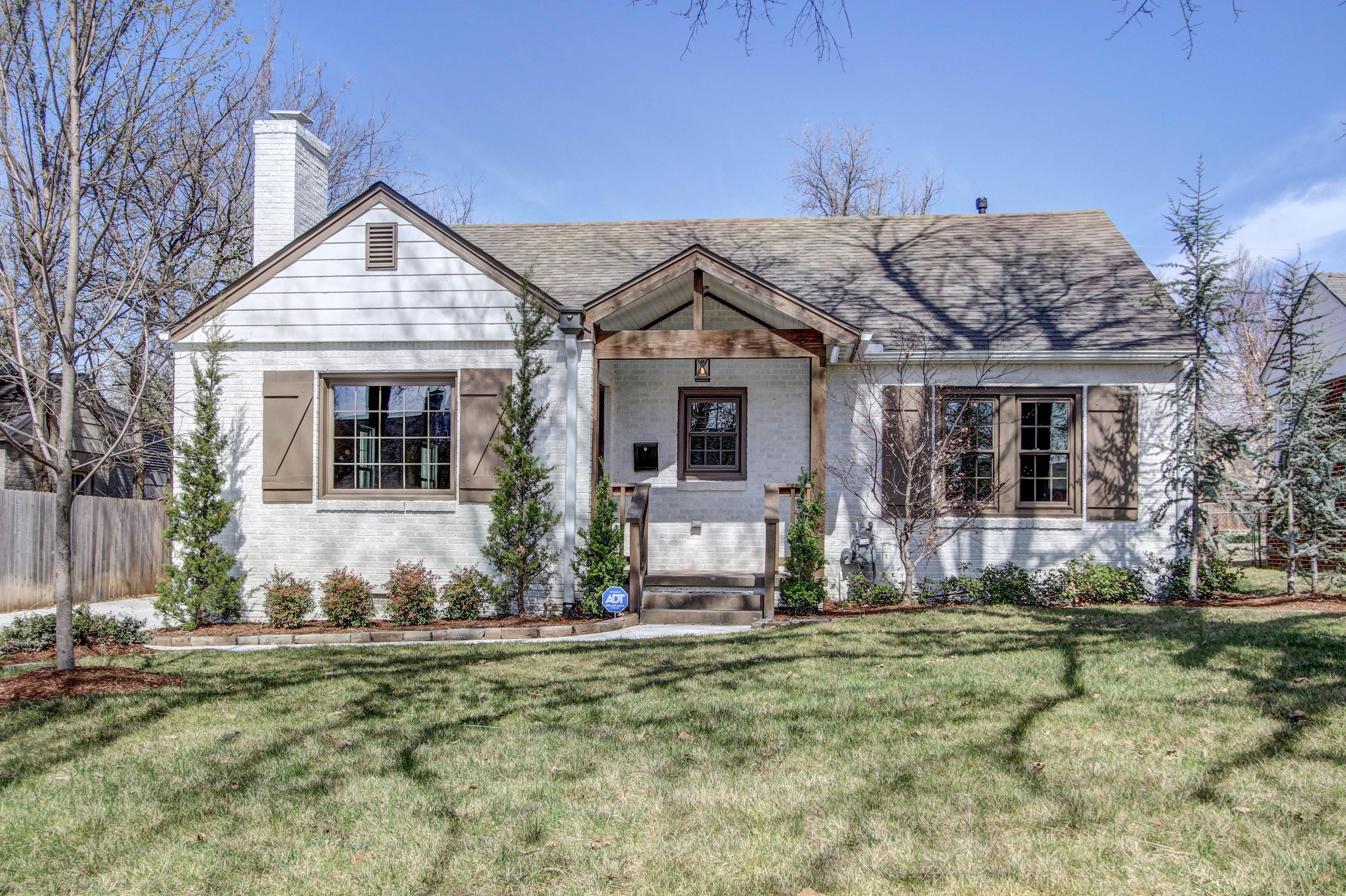 2437 E 20th Street Property Photo