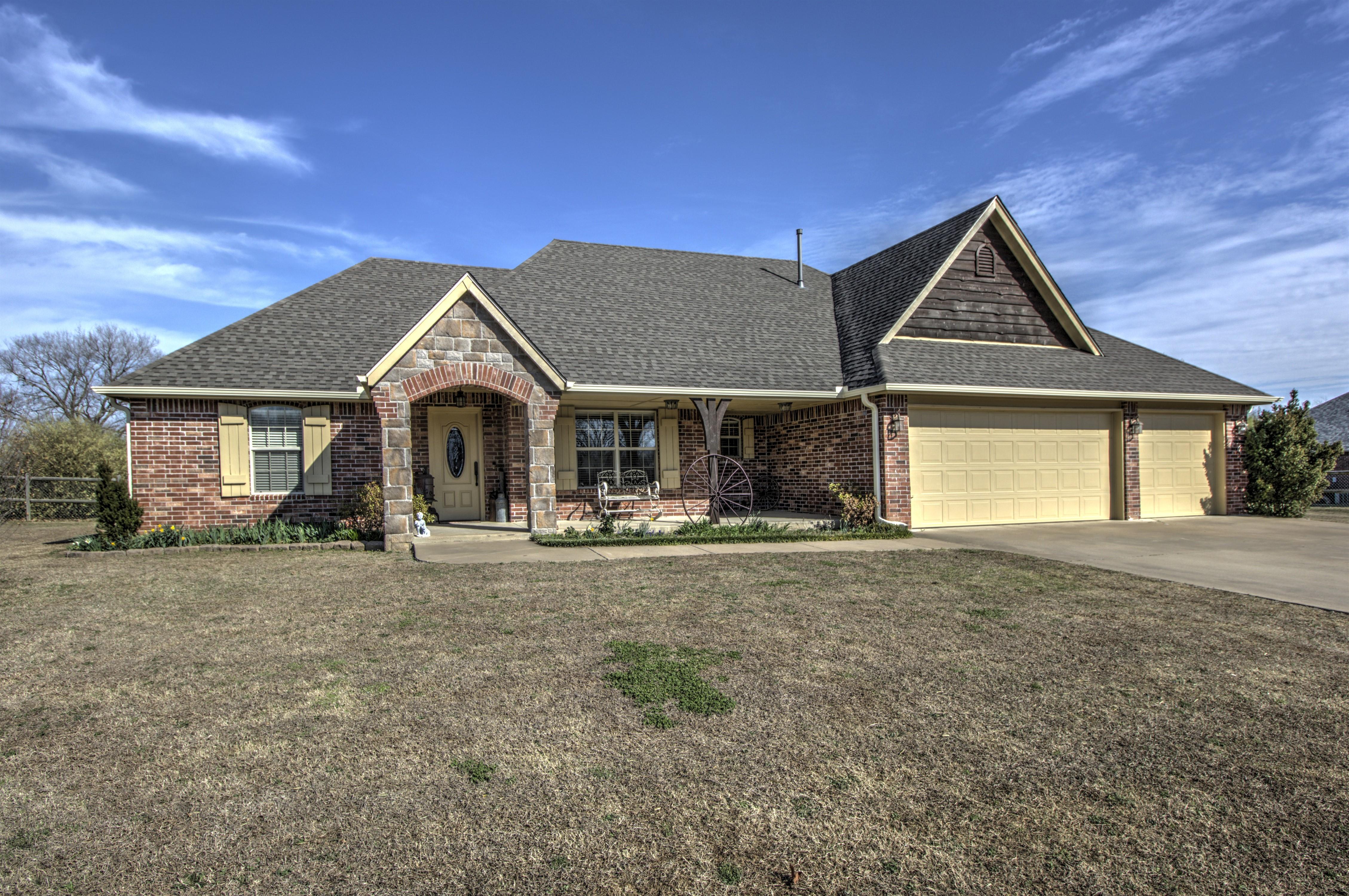 22035 Riverwood Drive Property Photo