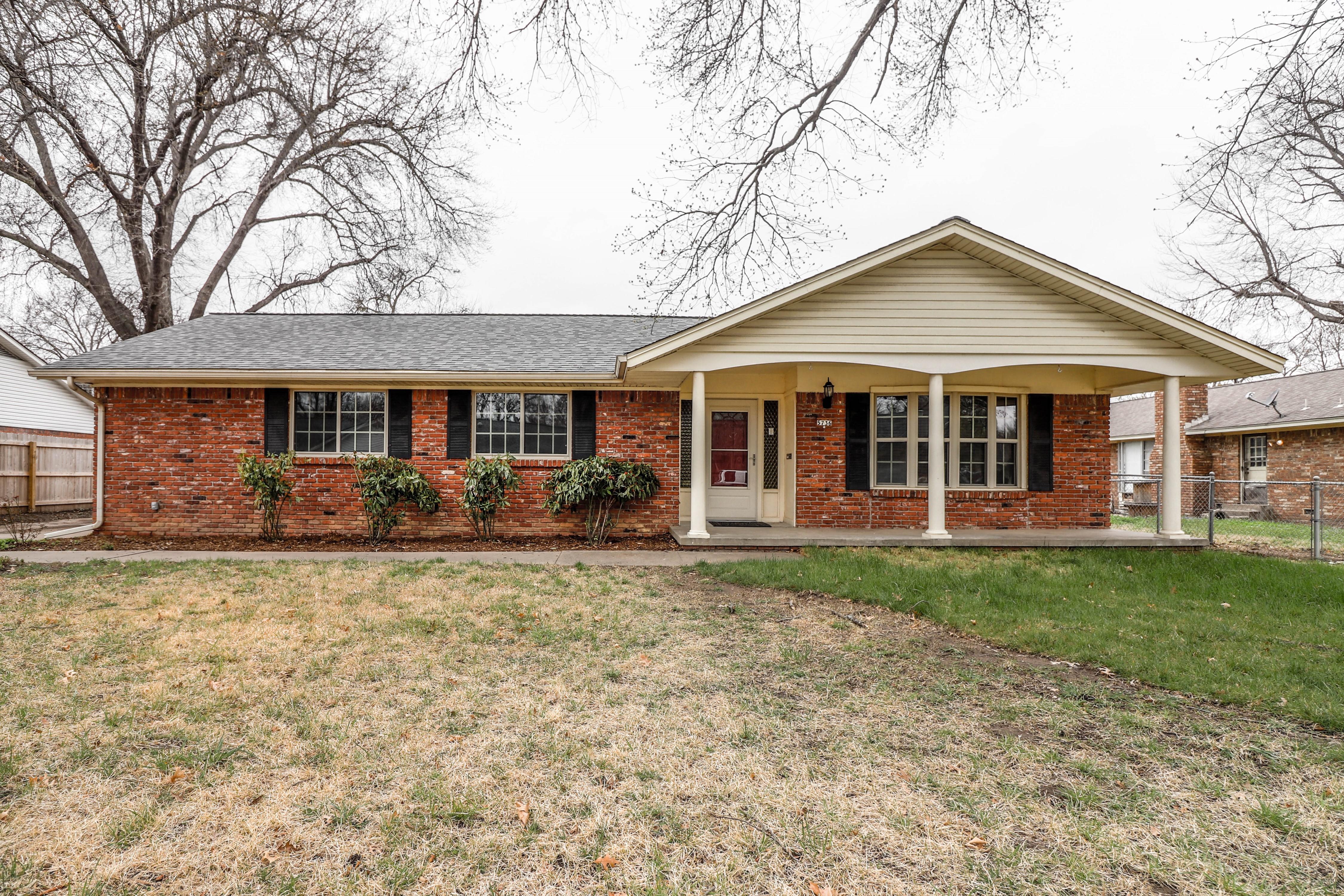 5736 S Victor Avenue Property Photo