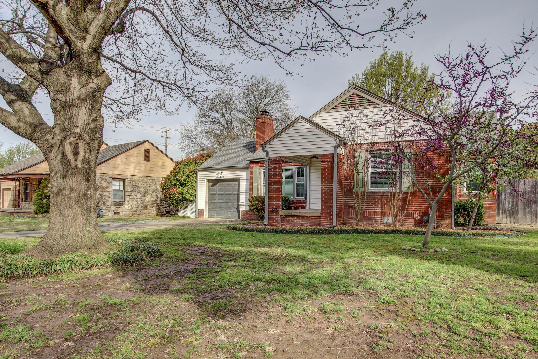 4915 E 3rd Street Property Photo