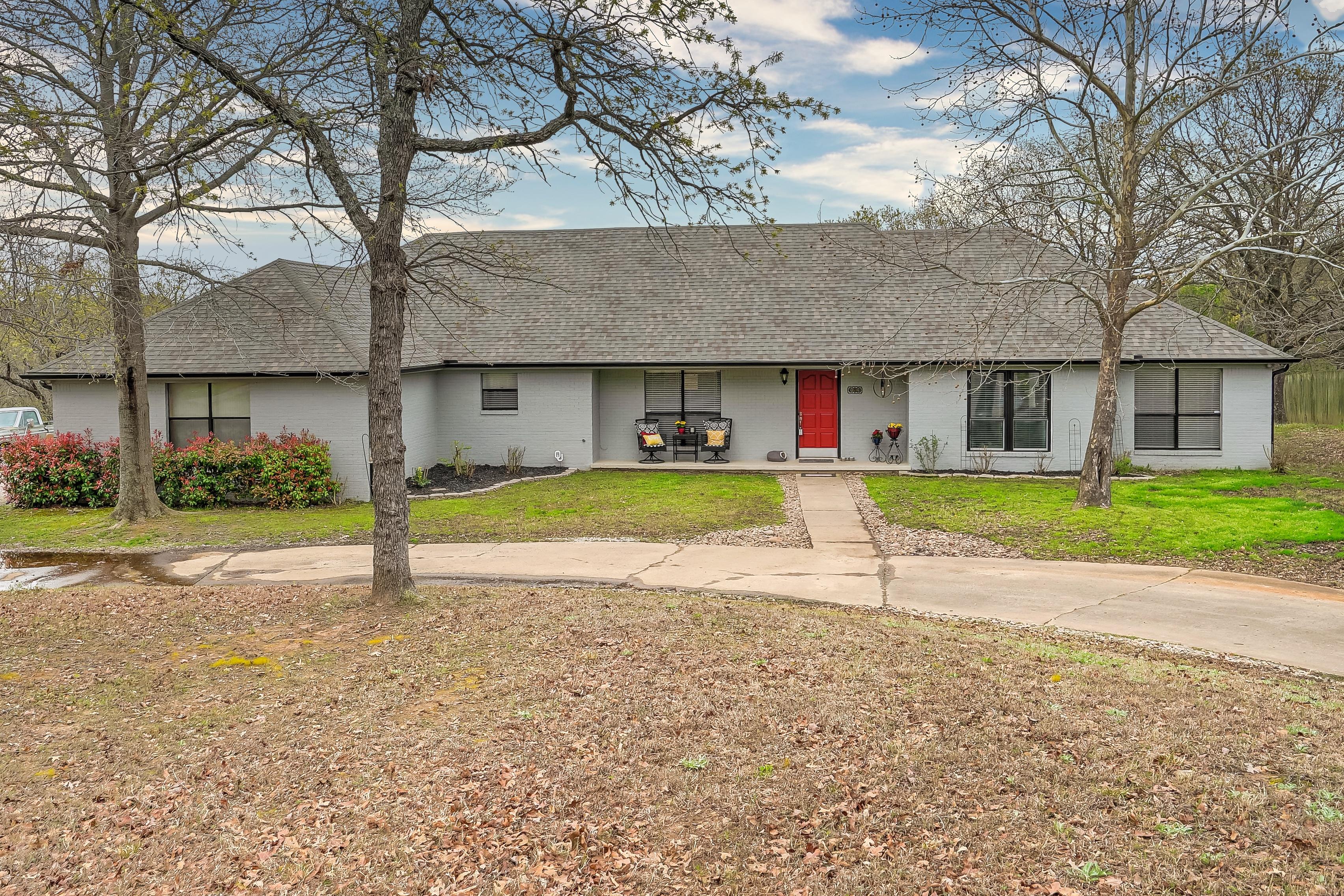 611 Lexington Road Property Photo