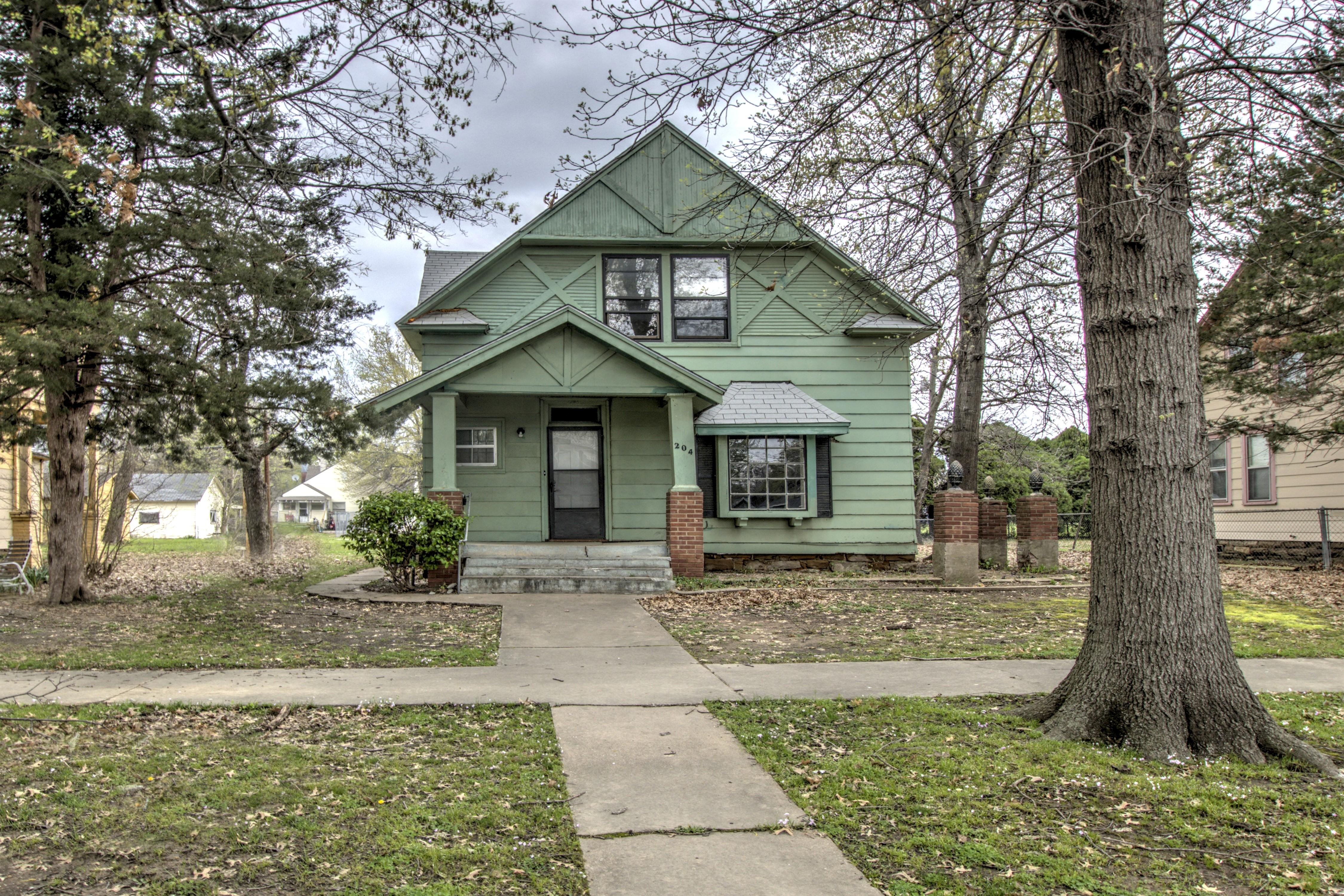 204 E 4th Street Property Photo