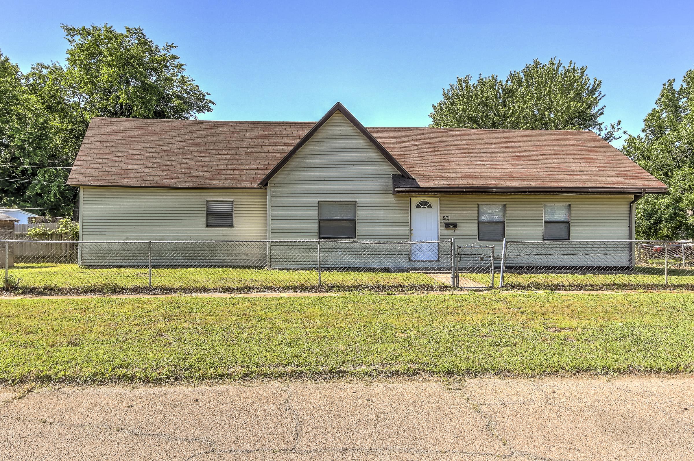201 S Walnut Street Property Photo