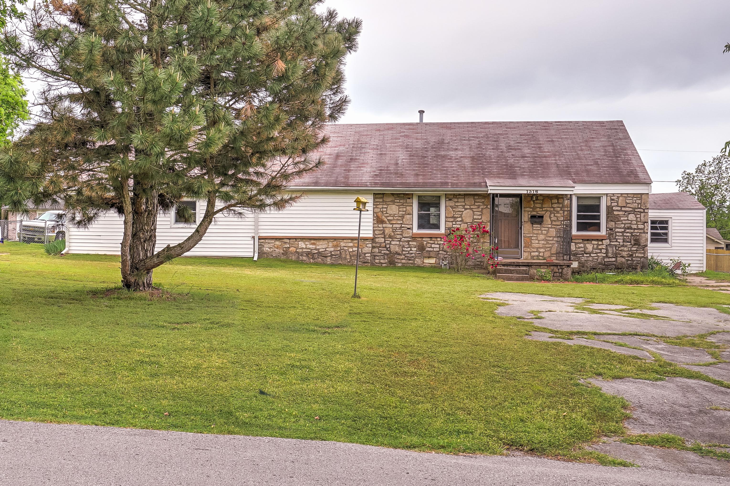 1316 E Jackson Avenue Property Photo