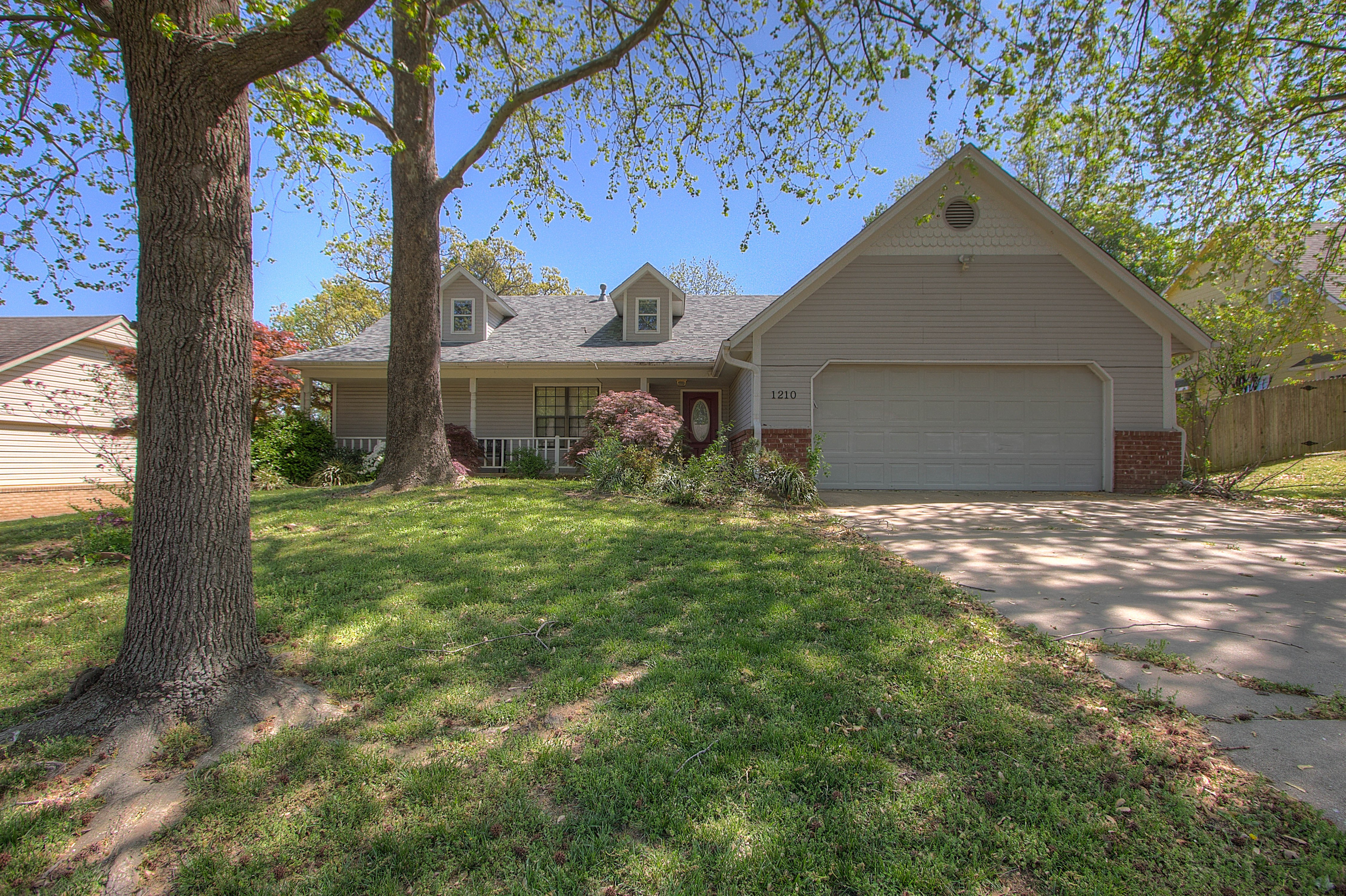 1210 N Miller Drive Property Photo