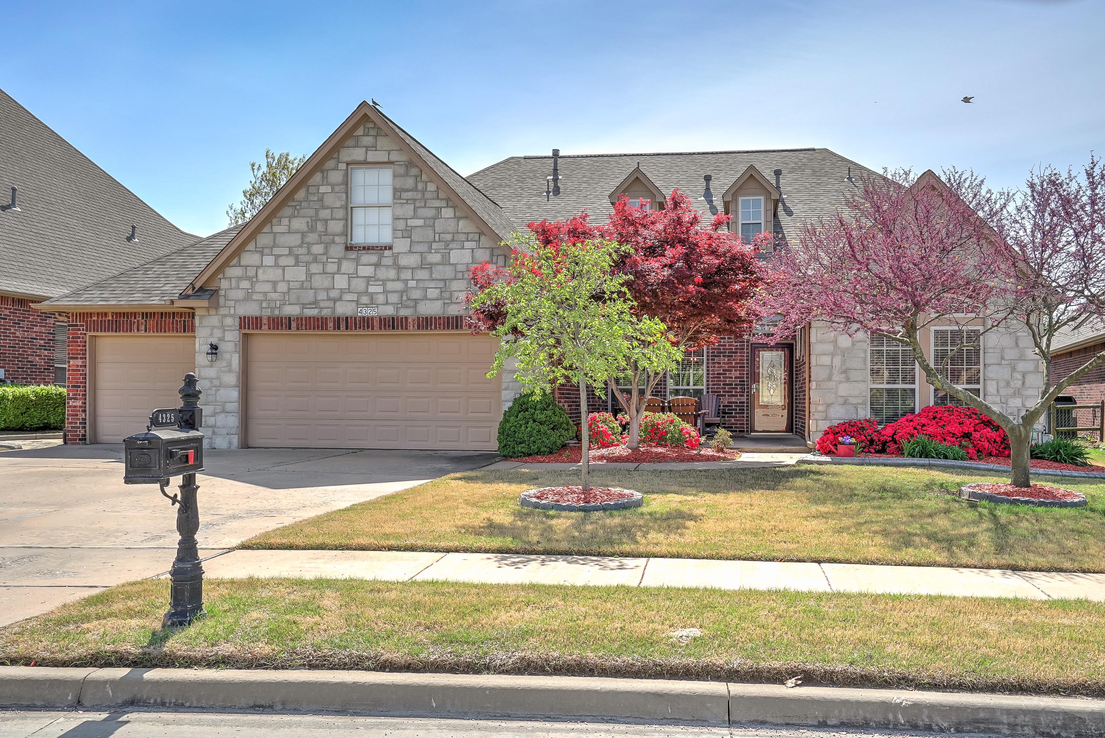 4325 N Walnut Avenue Property Photo