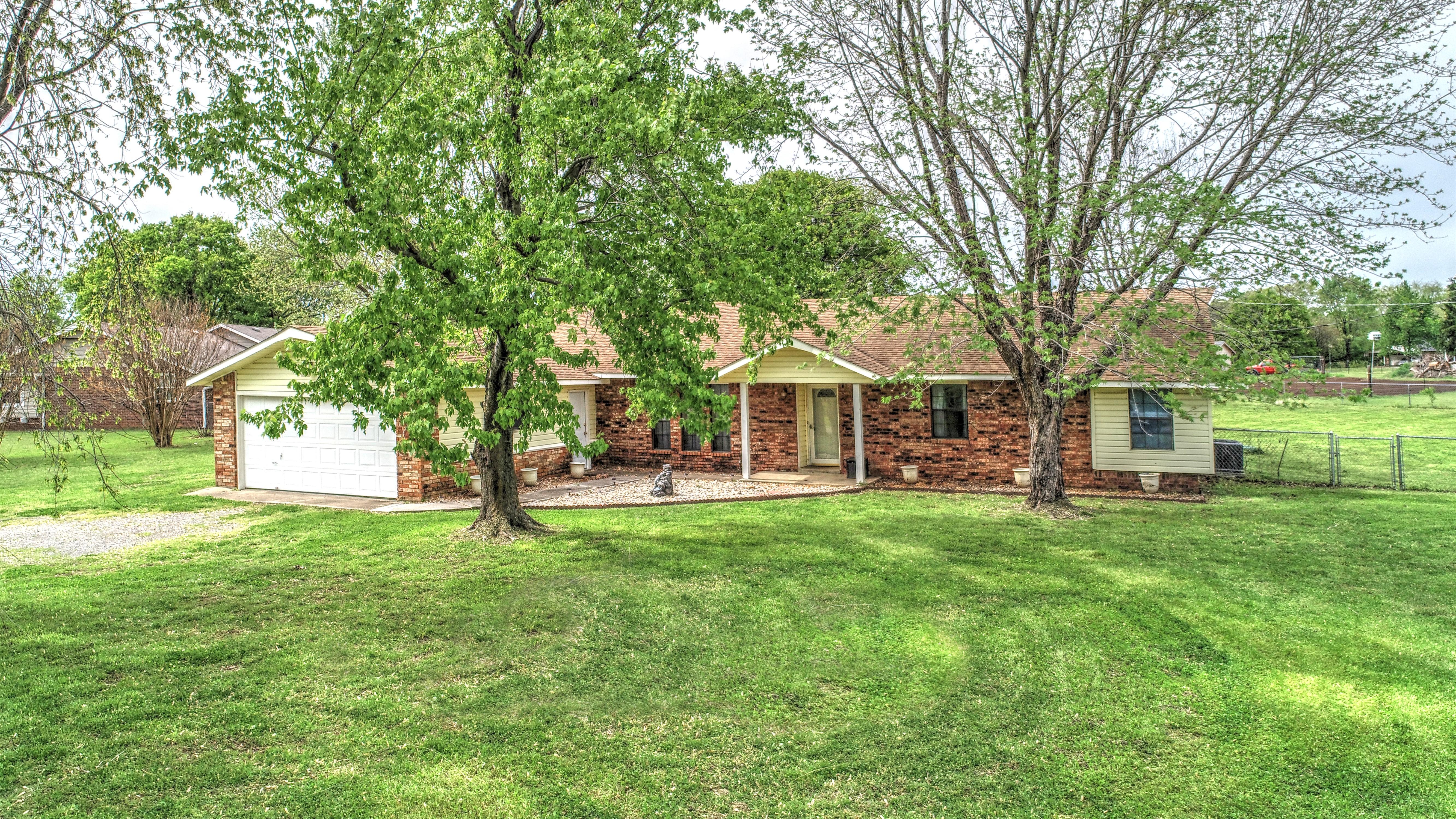 603 E 16th Street Property Photo 1