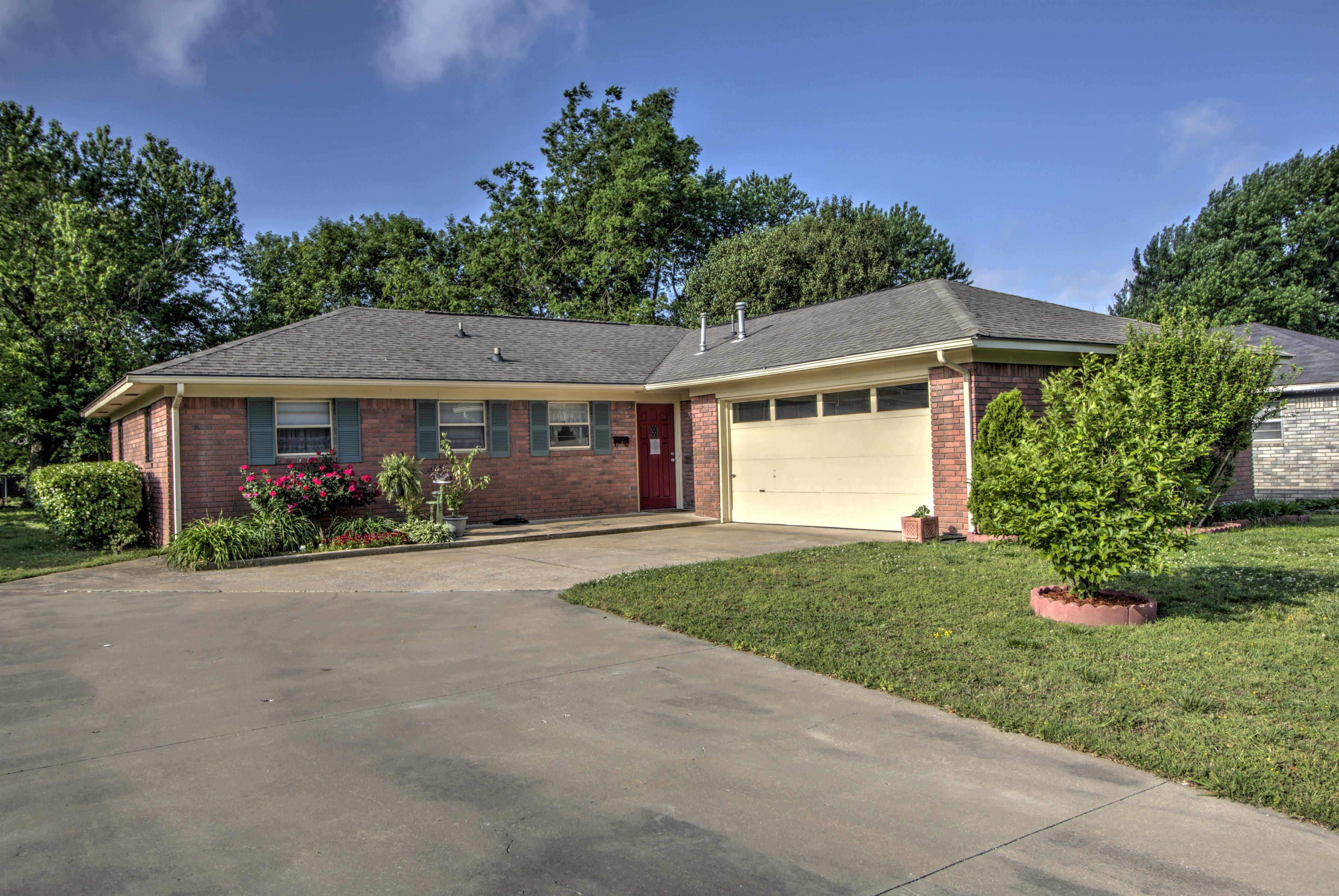 104 W 19th Street Property Photo 1