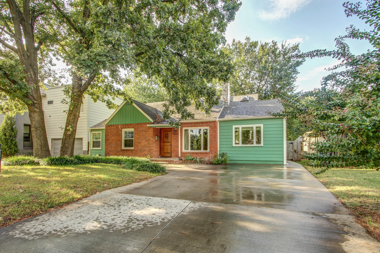 169 E 29th Place Property Photo