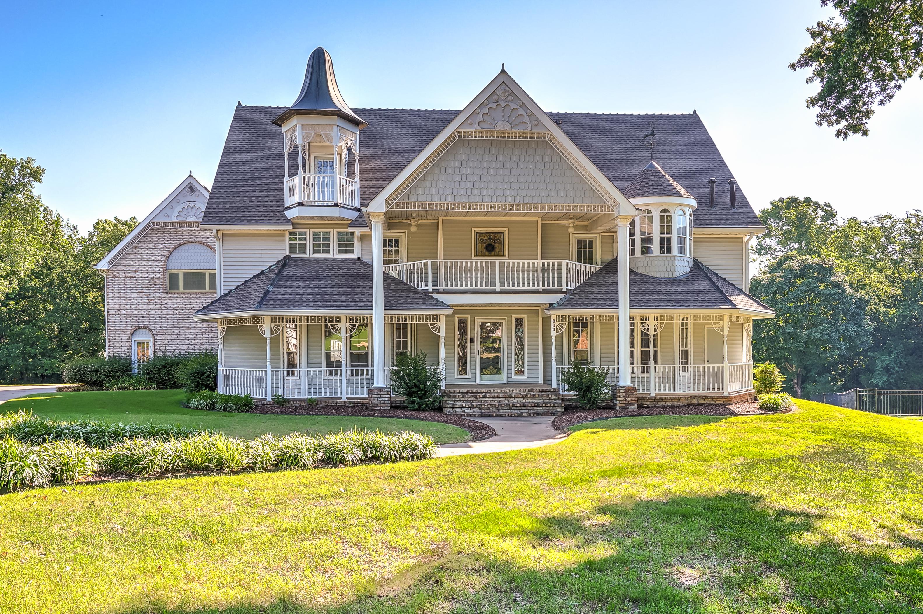 804 E Van Buren Street Property Photo 1