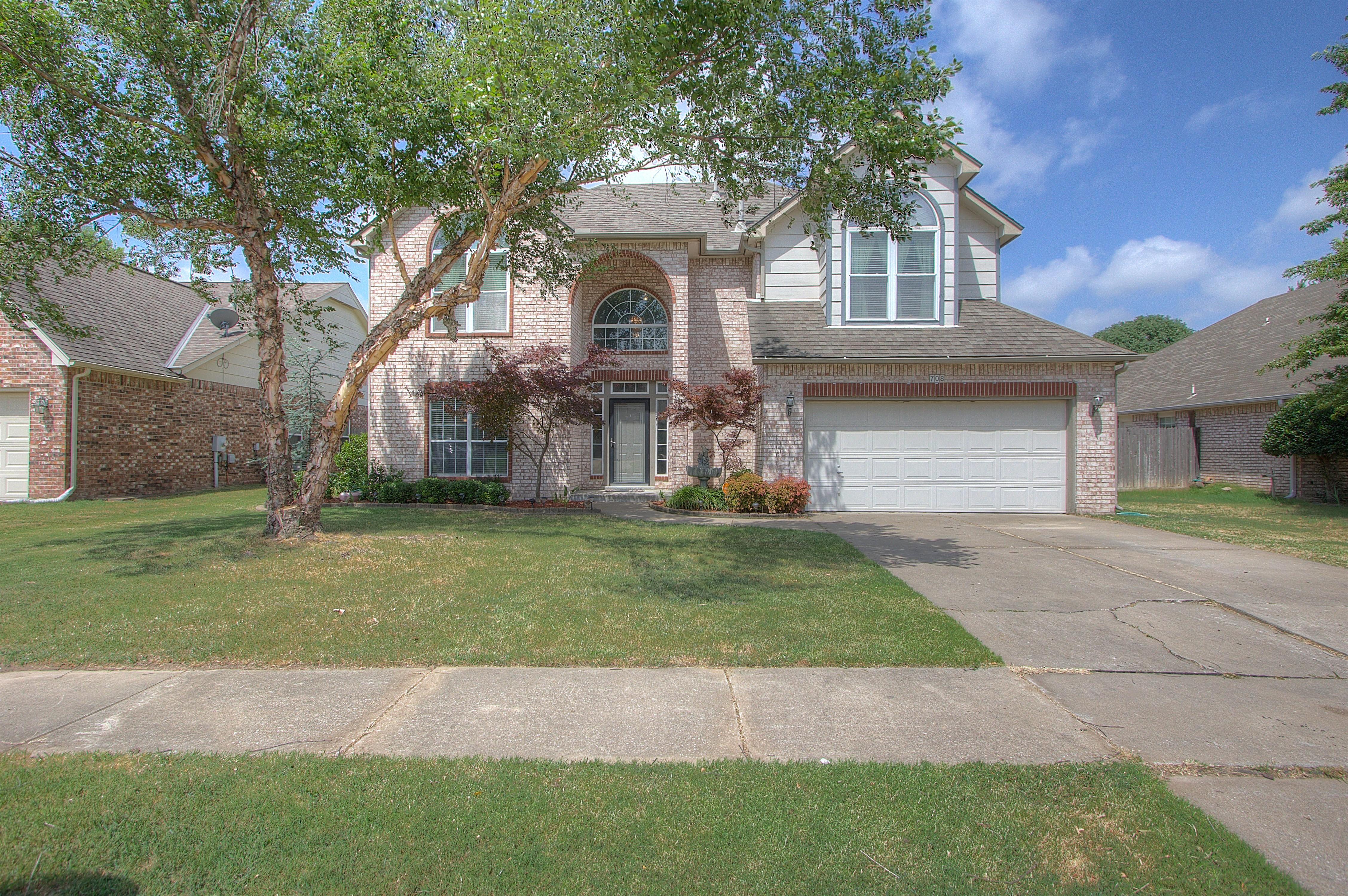 708 N Kalanchoe Avenue Property Photo