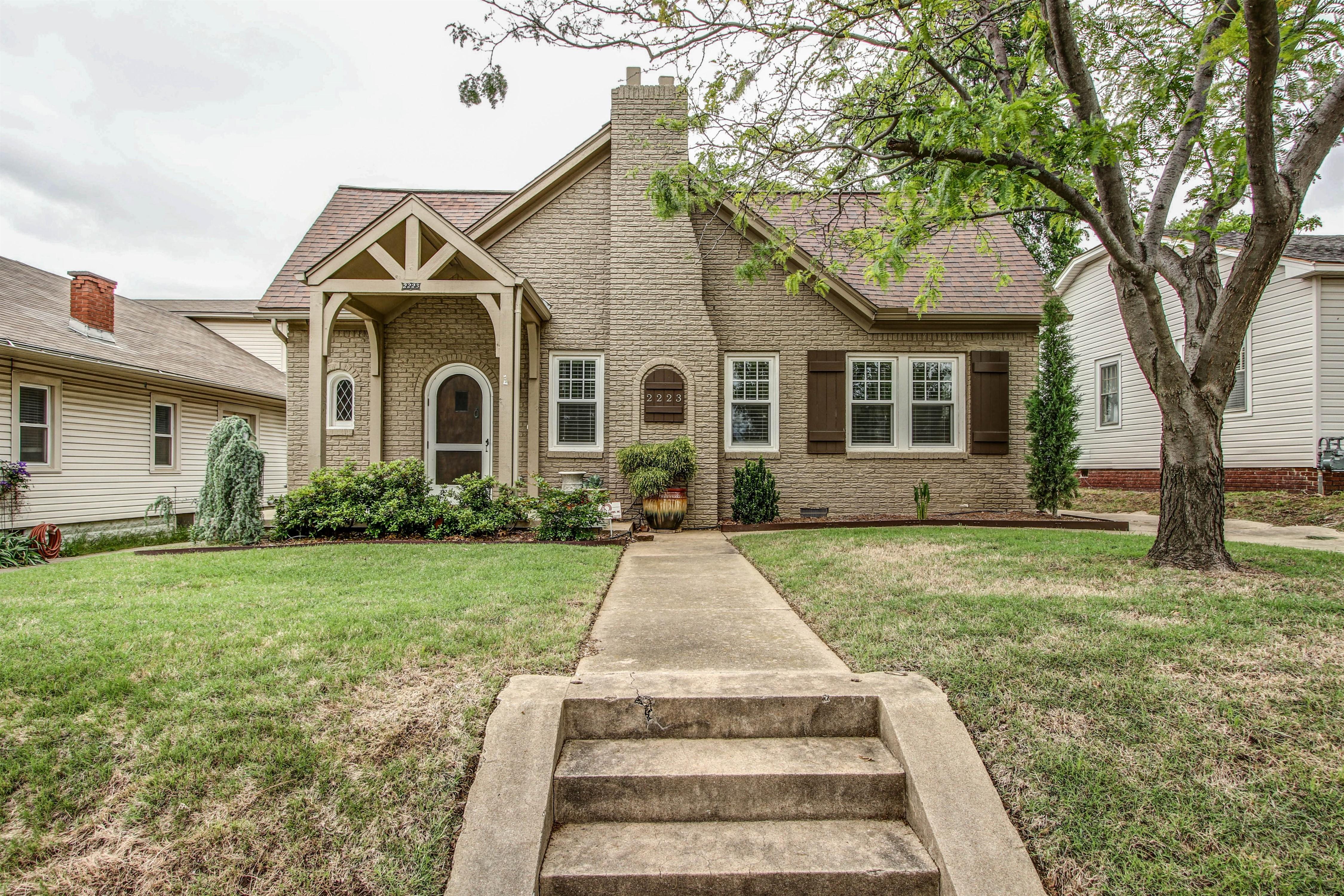 2223 E 13th Street Property Photo
