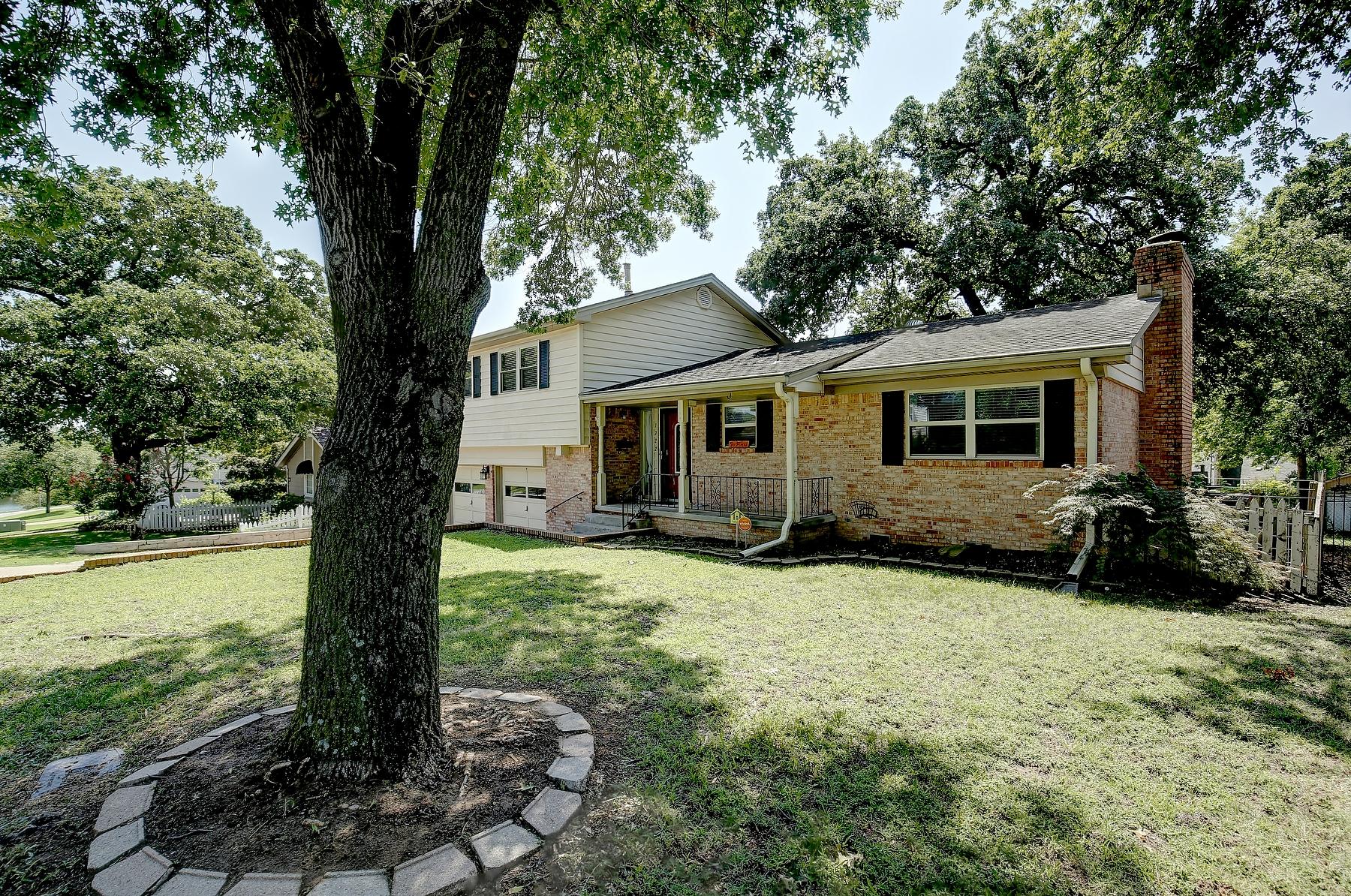 1222 E 7th Street Property Photo 1