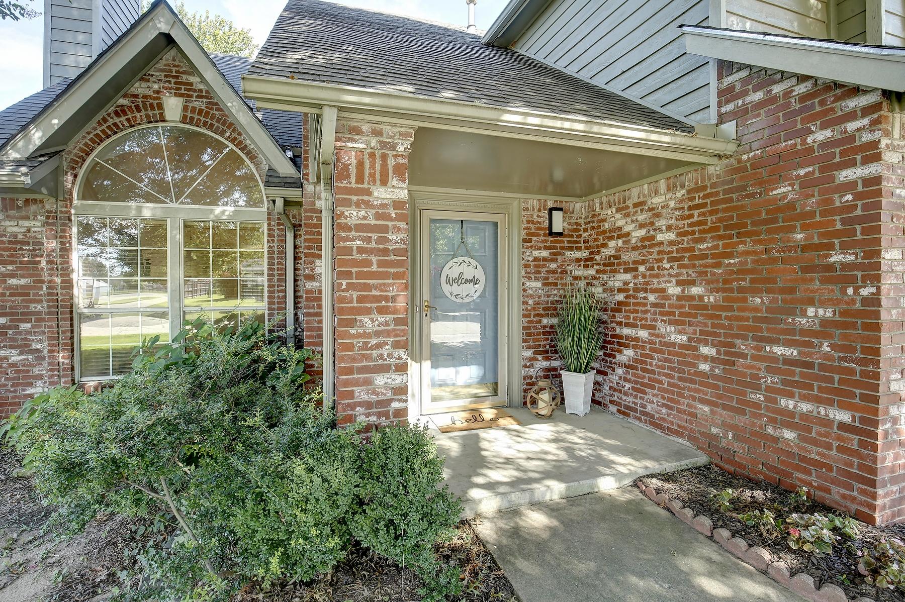 9303 S Darlington Avenue Property Photo 1