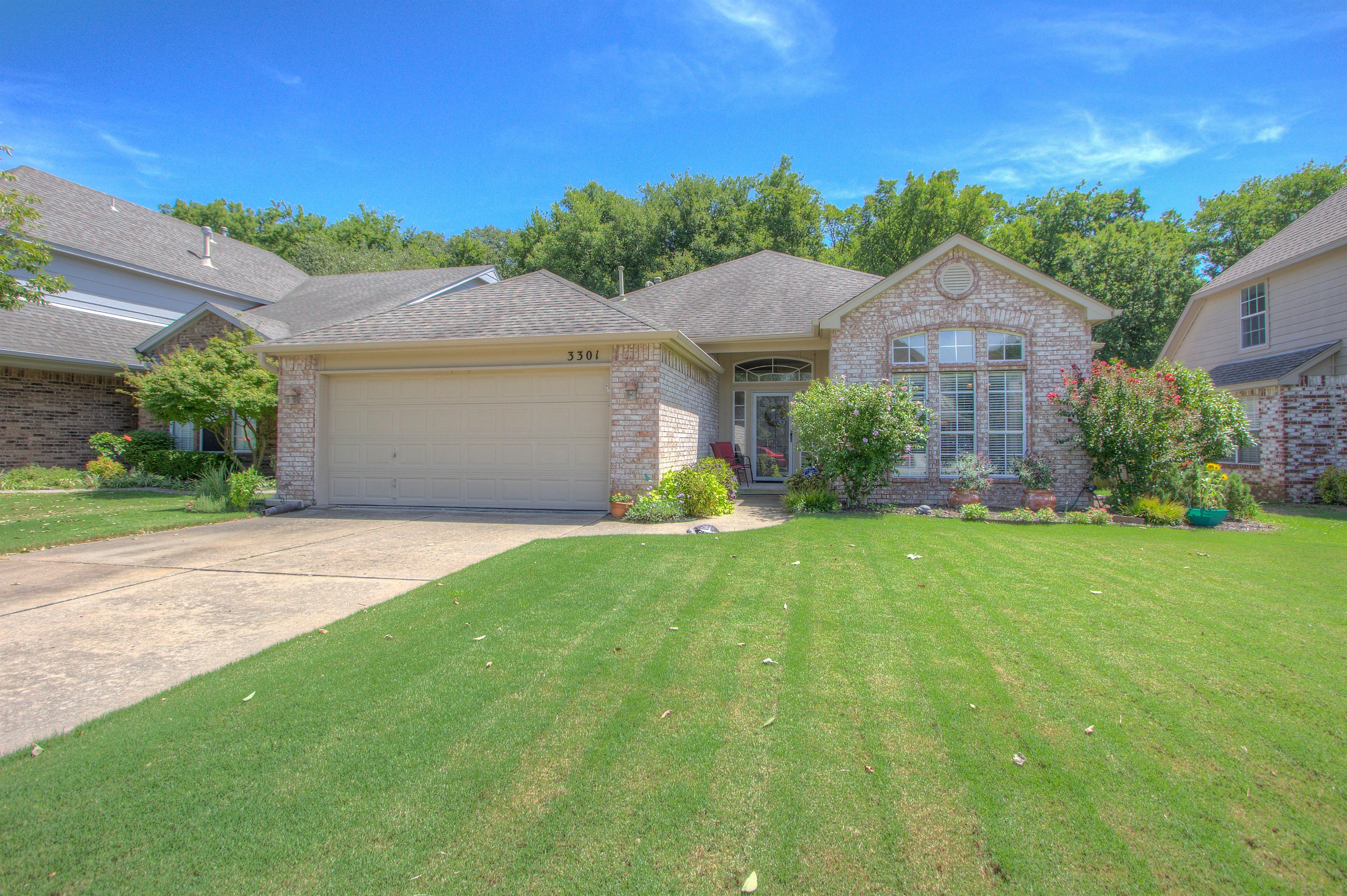 3301 W Elgin Street Property Photo 1
