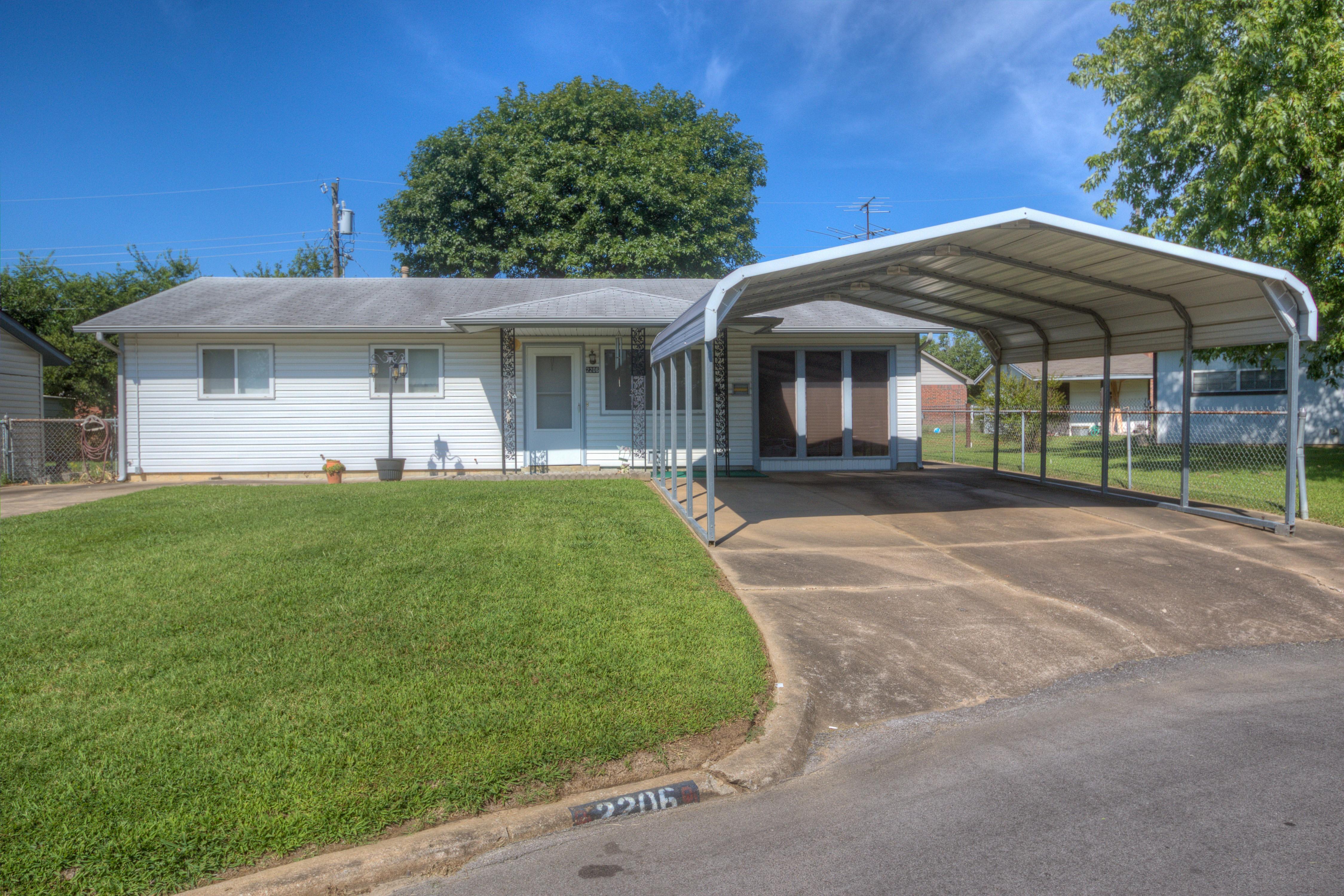 2206 S Cedar Street Property Photo