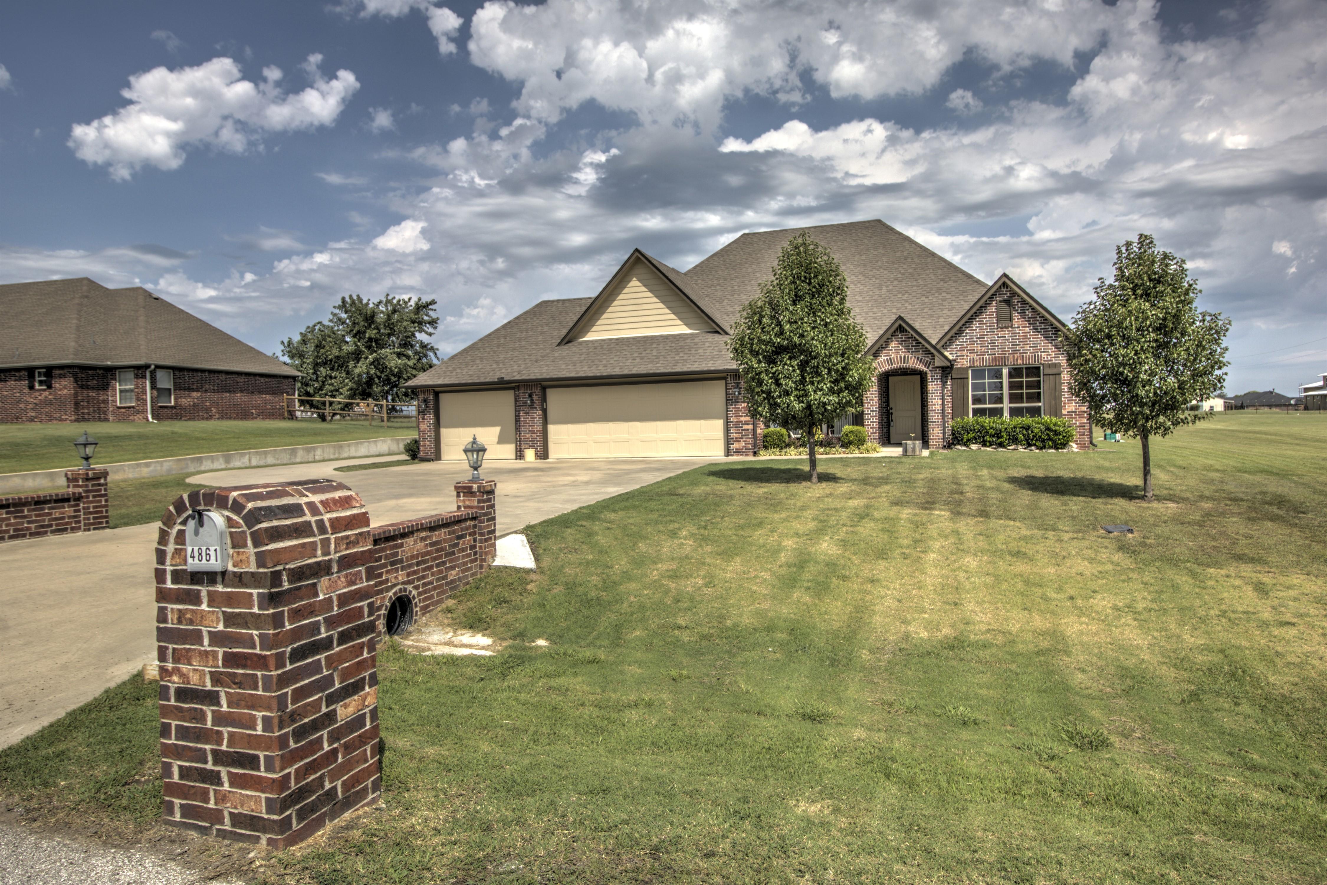 4861 Breeze Drive Property Photo