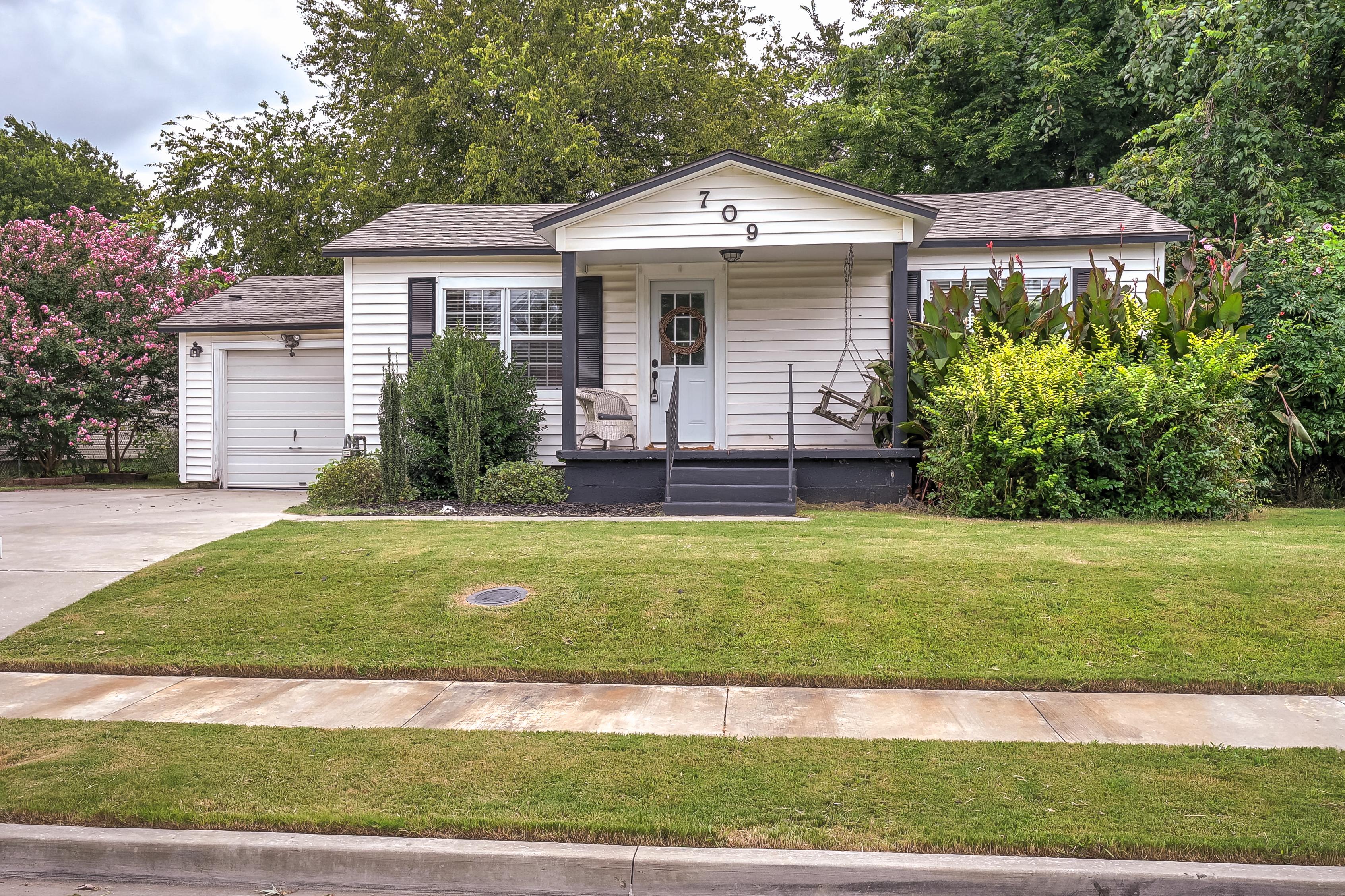 709 N Cedar Avenue Property Photo 1