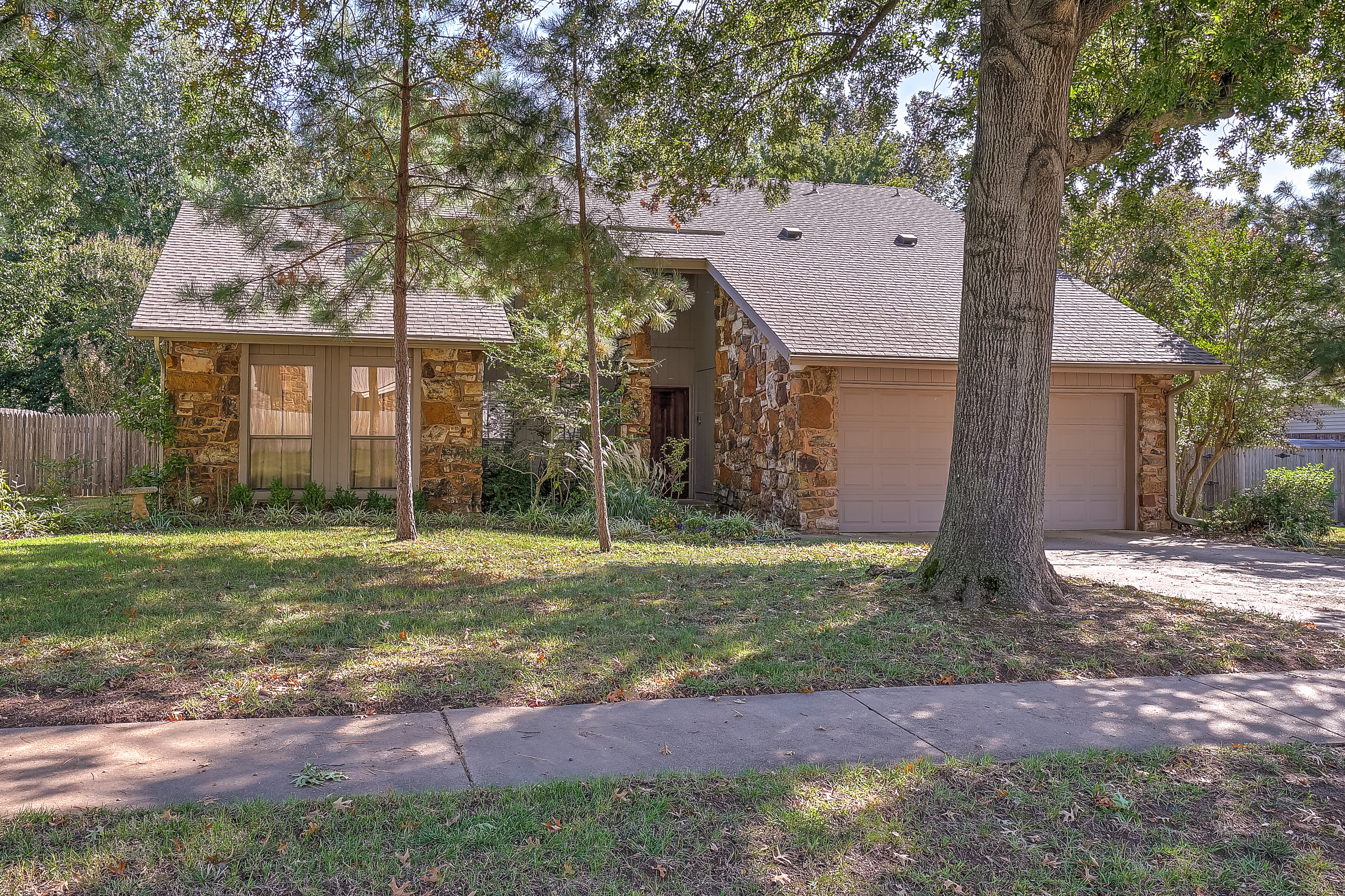 7009 S Redbud Avenue Property Photo