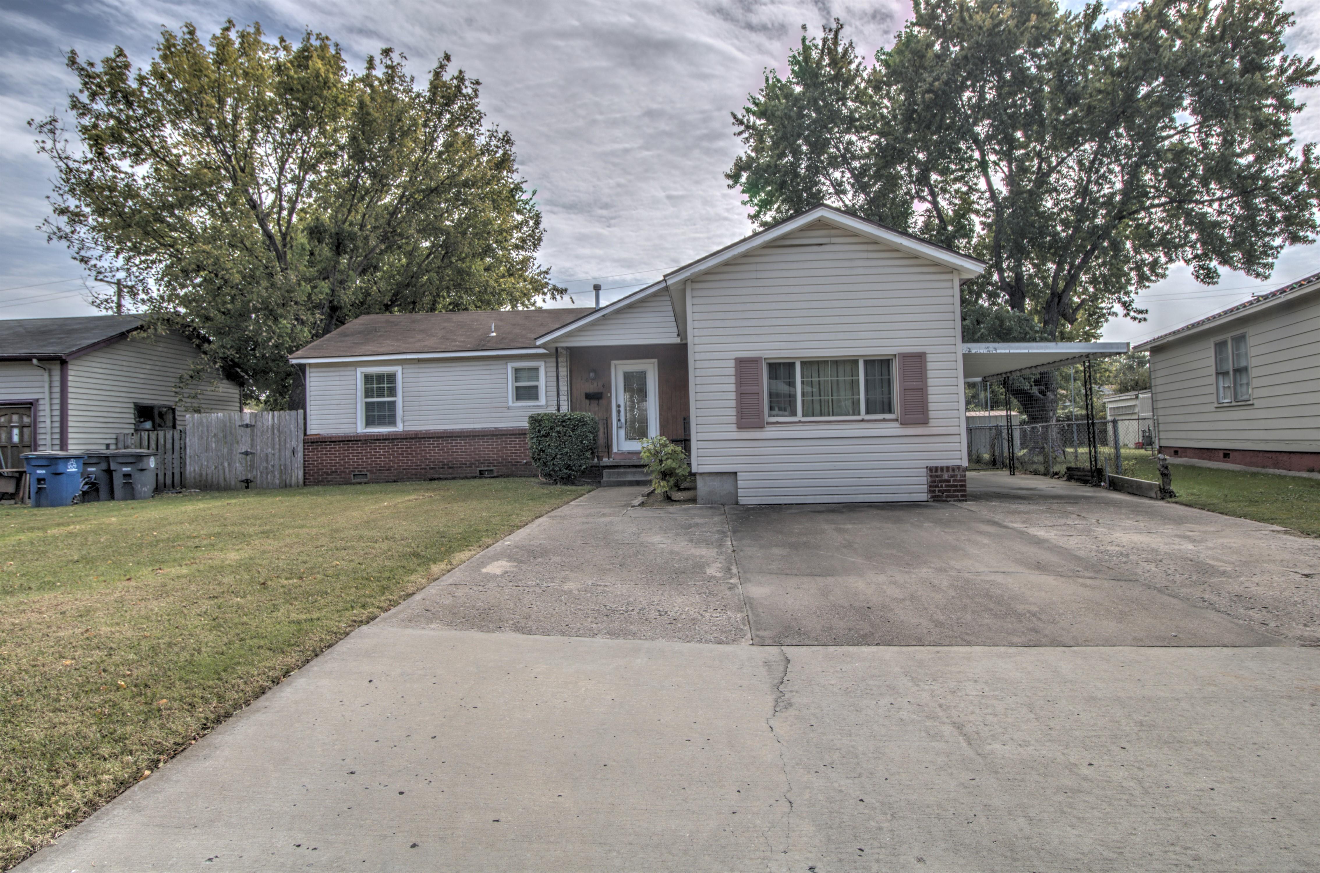 10614 E 4th Street Property Photo