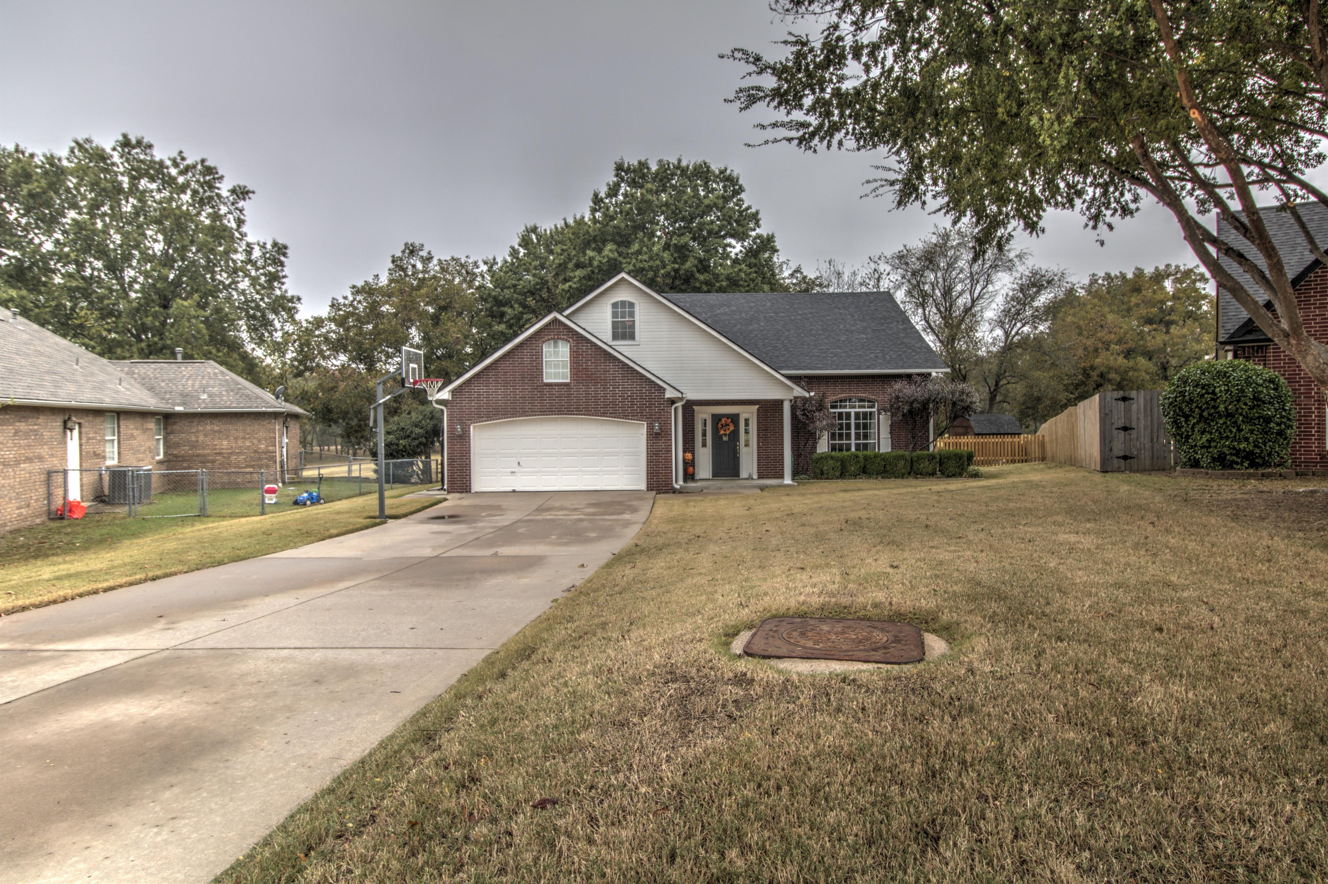 2712 Highwood Drive Property Photo