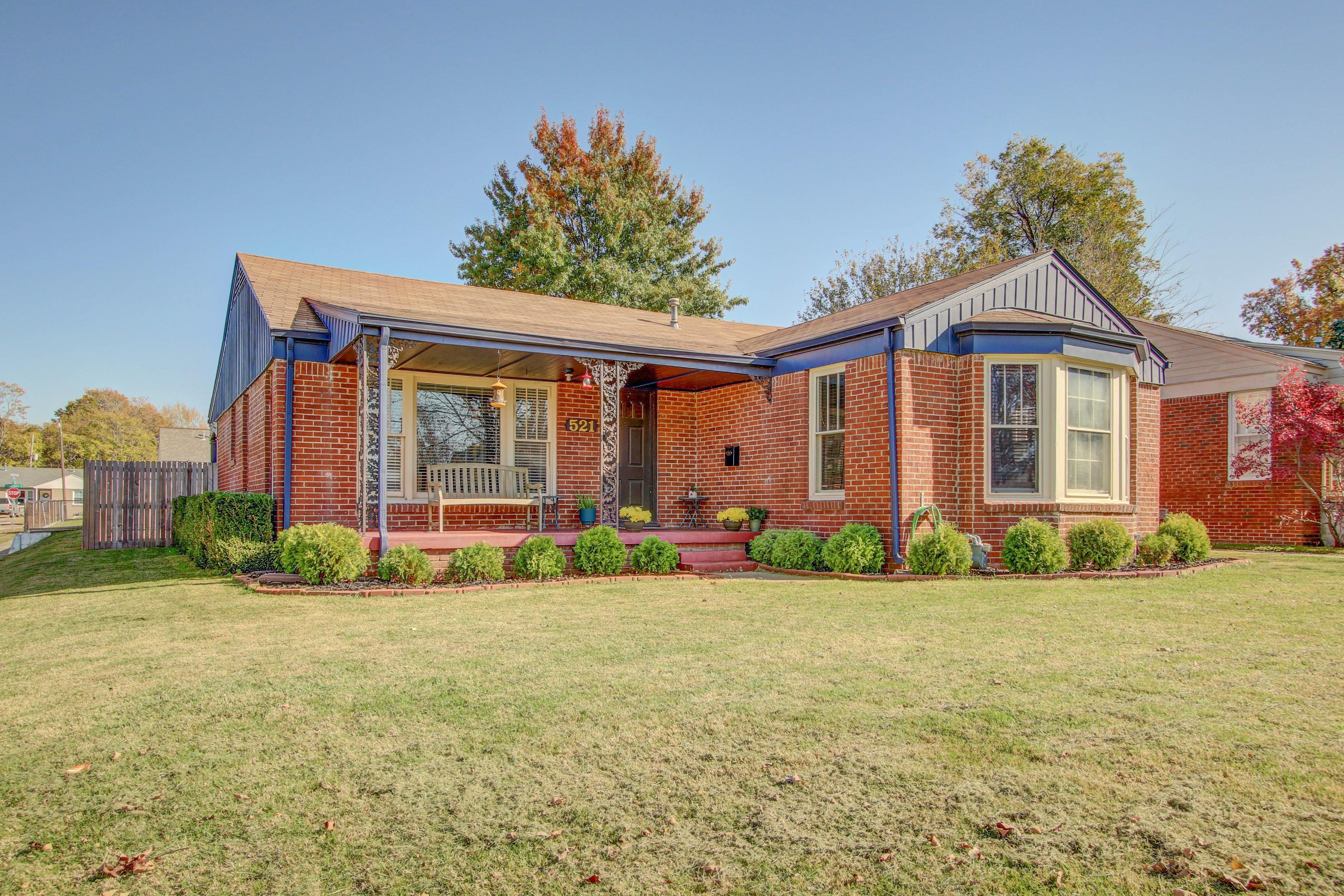 521 S Oswego Avenue Property Photo 1