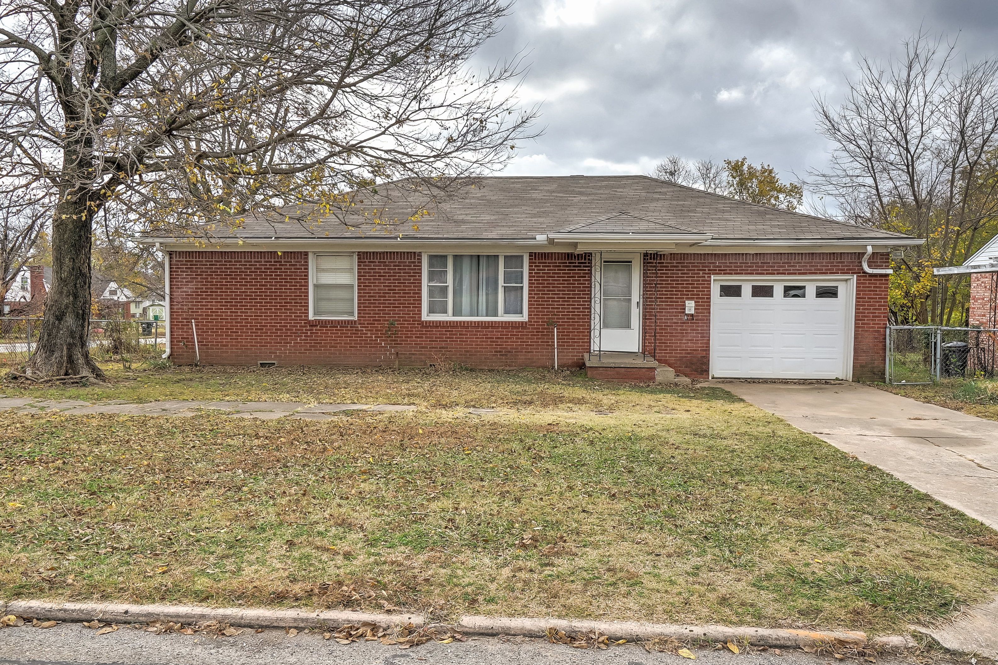 820 E Lee Avenue Property Photo