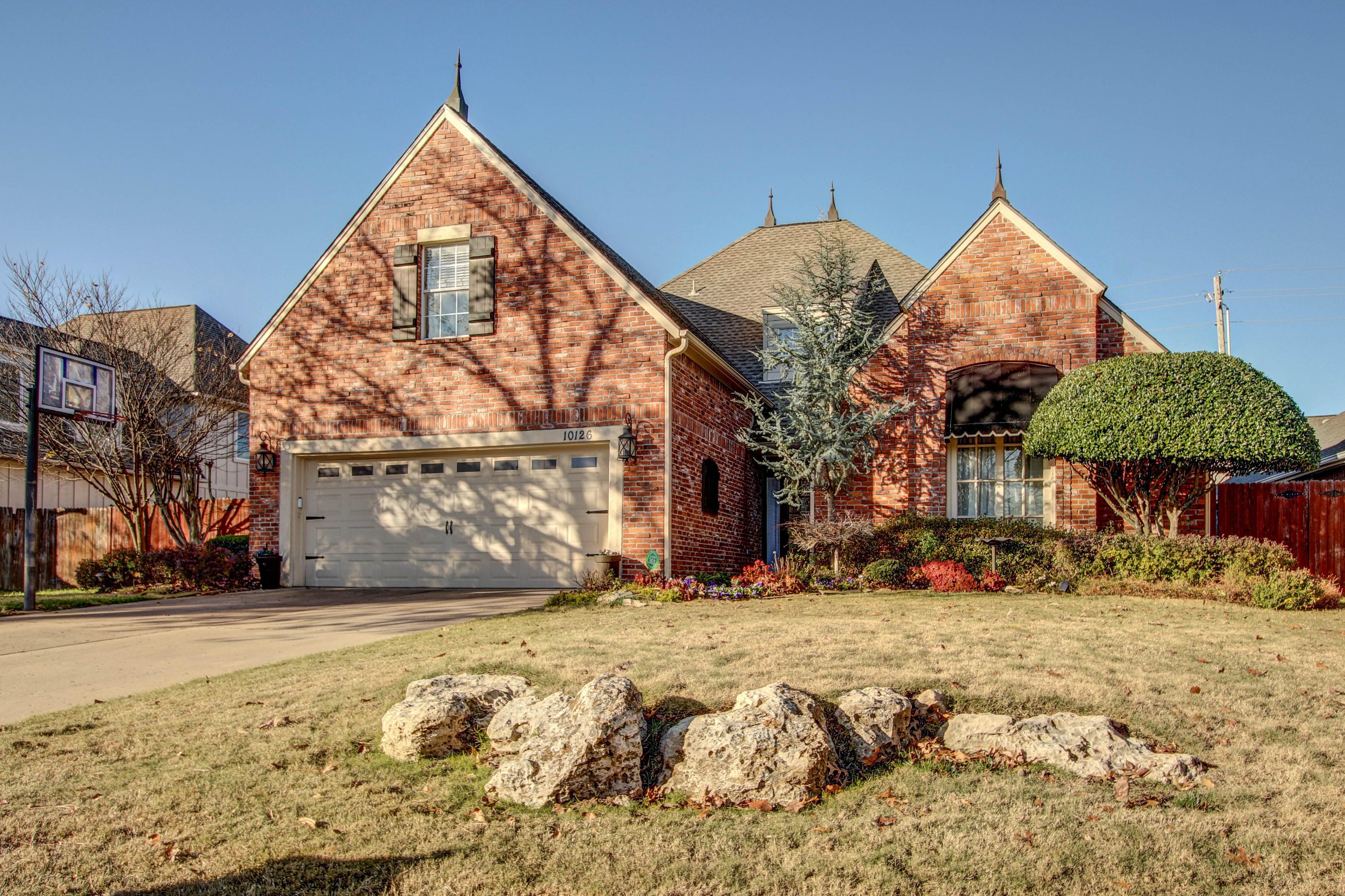 10126 S Hudson Place Property Photo 1