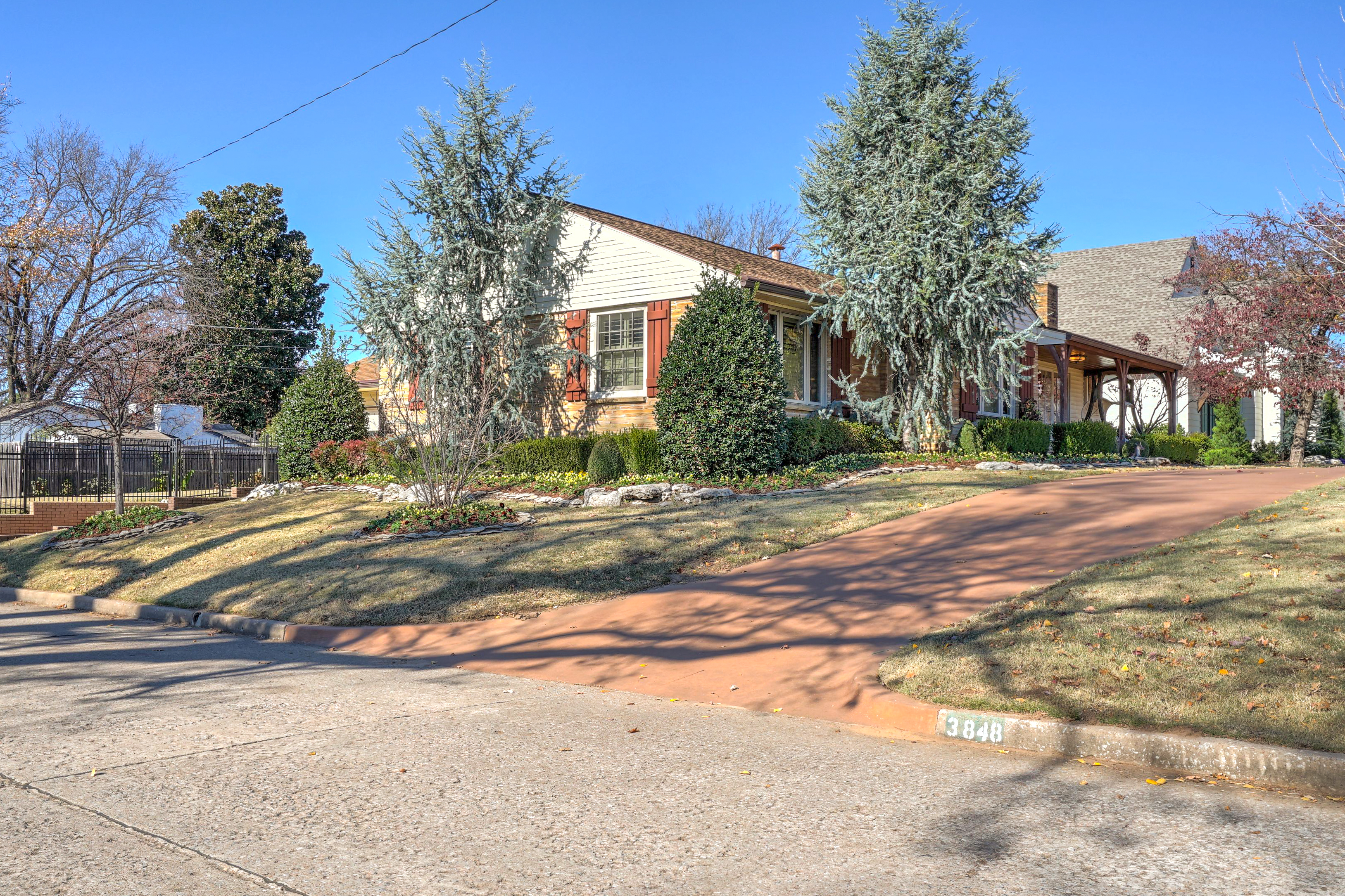 3848 S Utica Avenue Property Photo 5