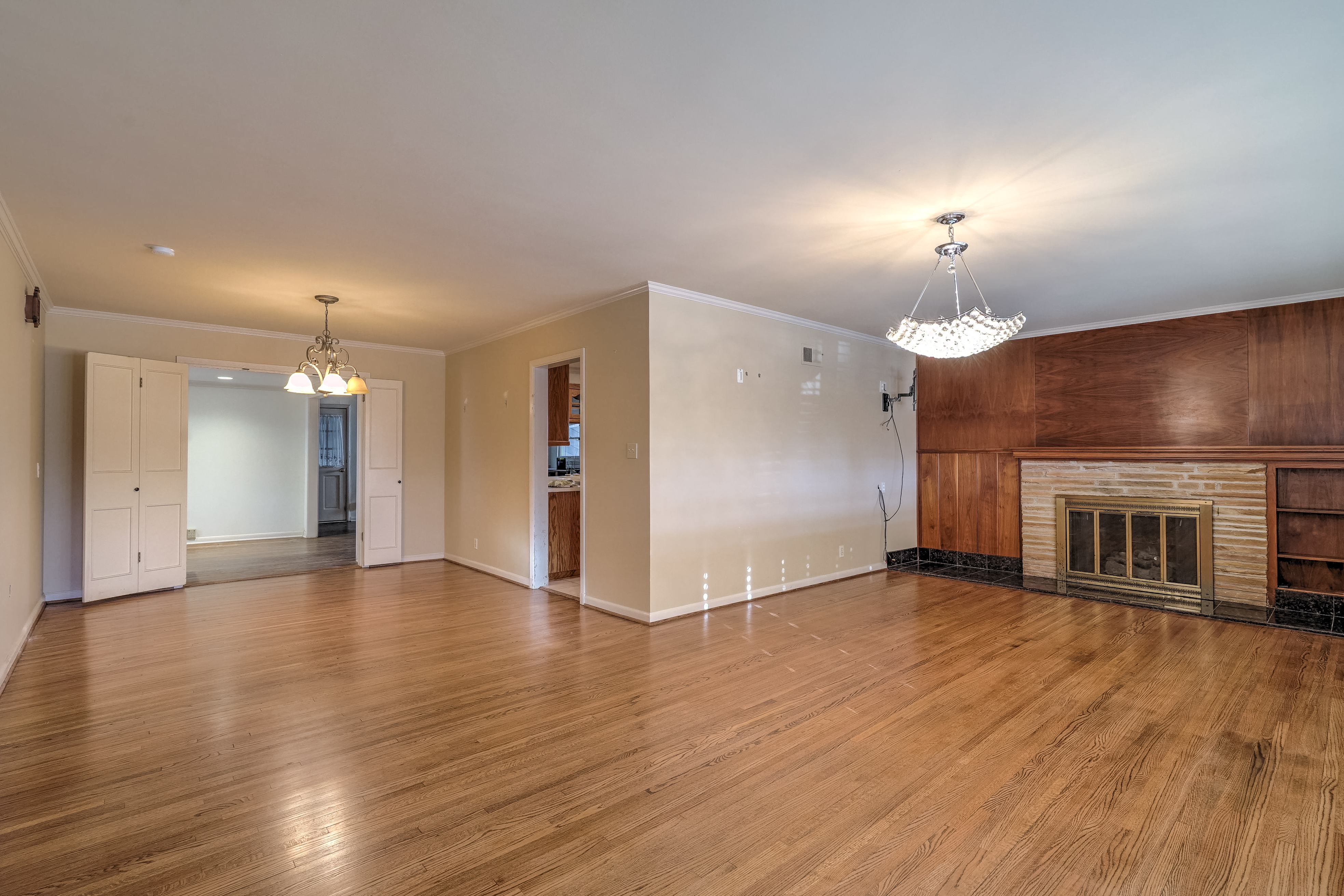 3848 S Utica Avenue Property Photo 7