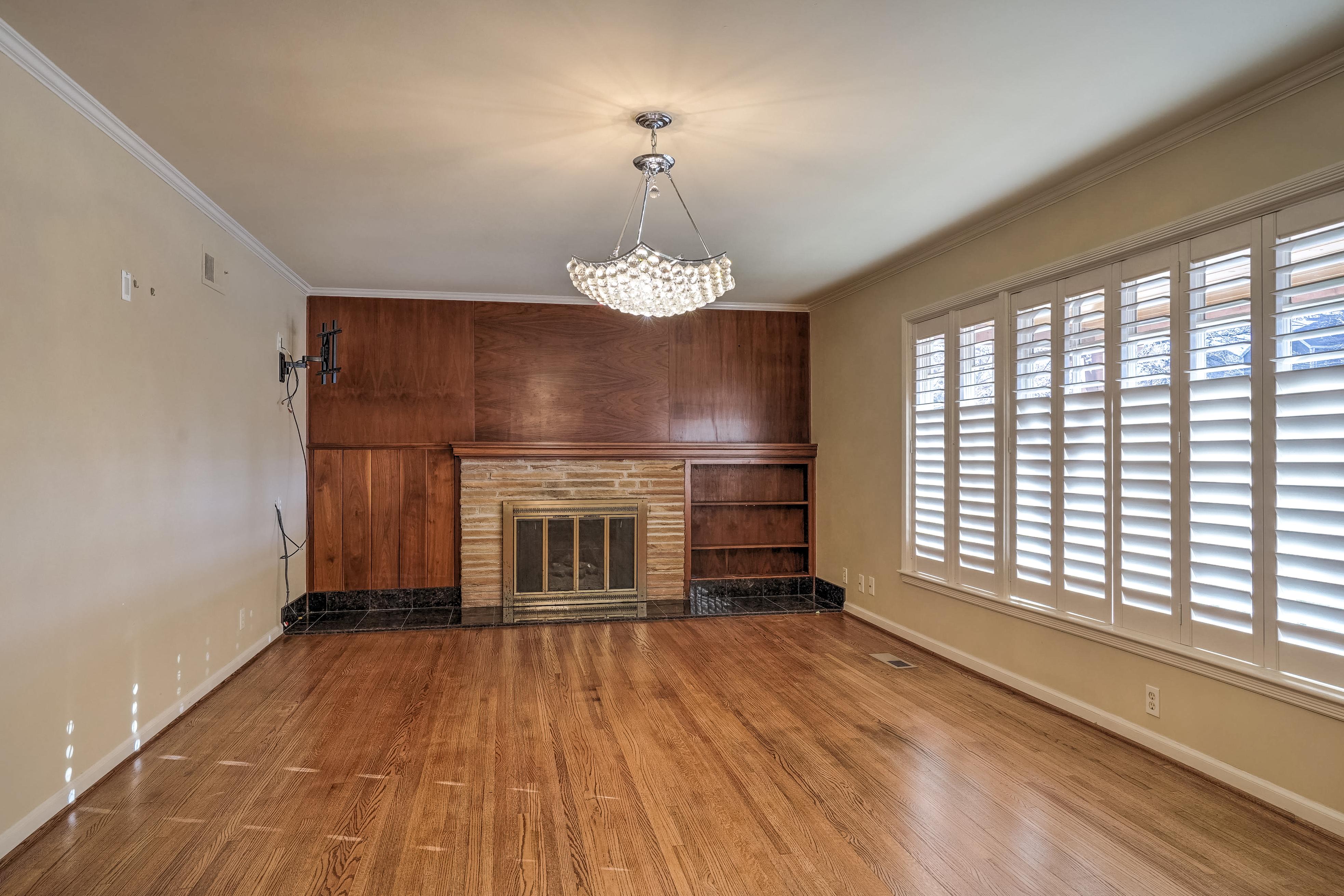 3848 S Utica Avenue Property Photo 9