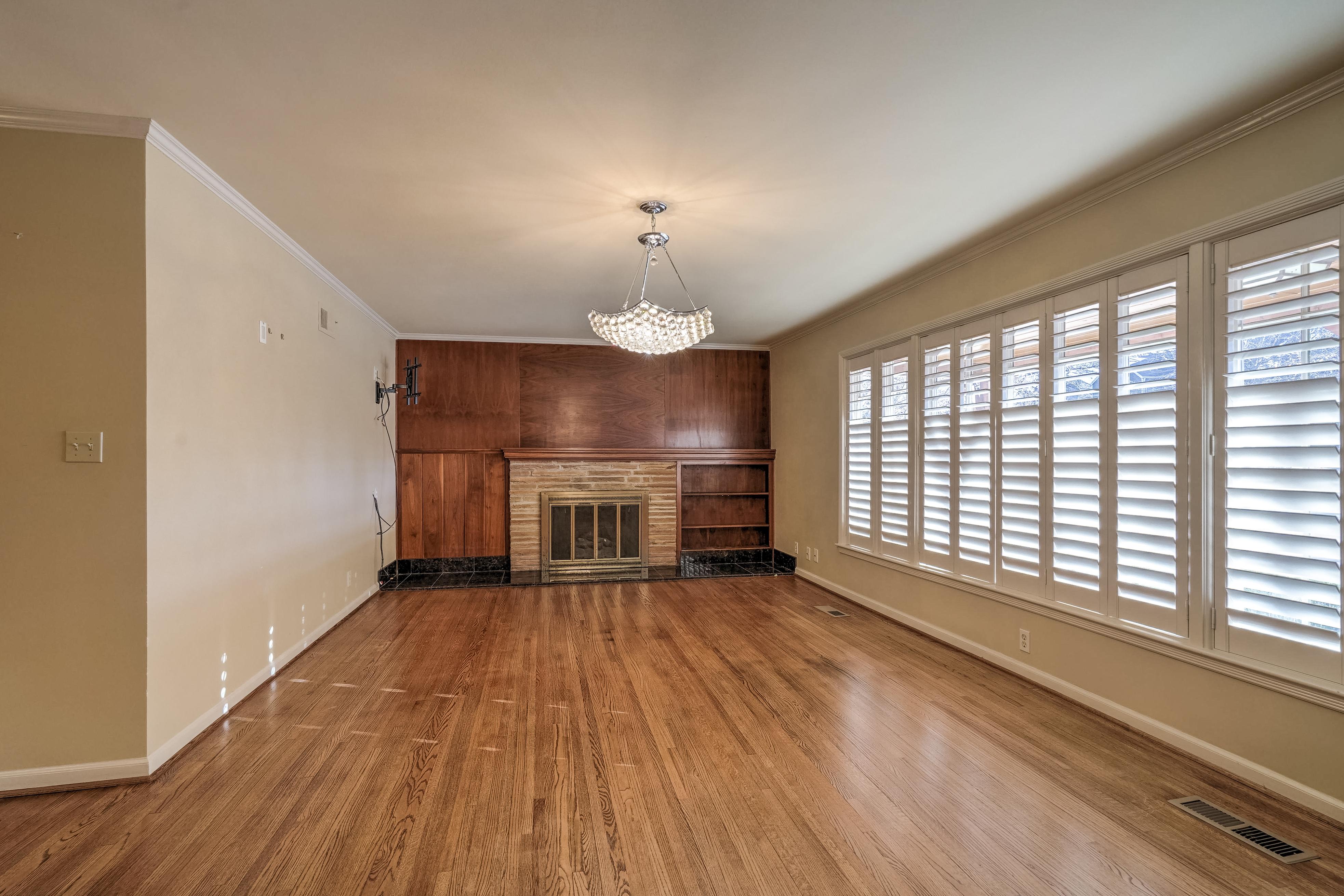 3848 S Utica Avenue Property Photo 8